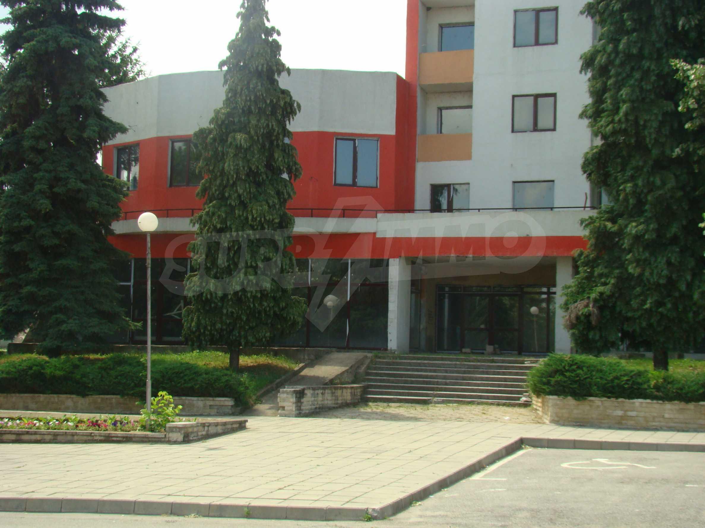 Сграда за инвестиция в центъра на град Кула 1