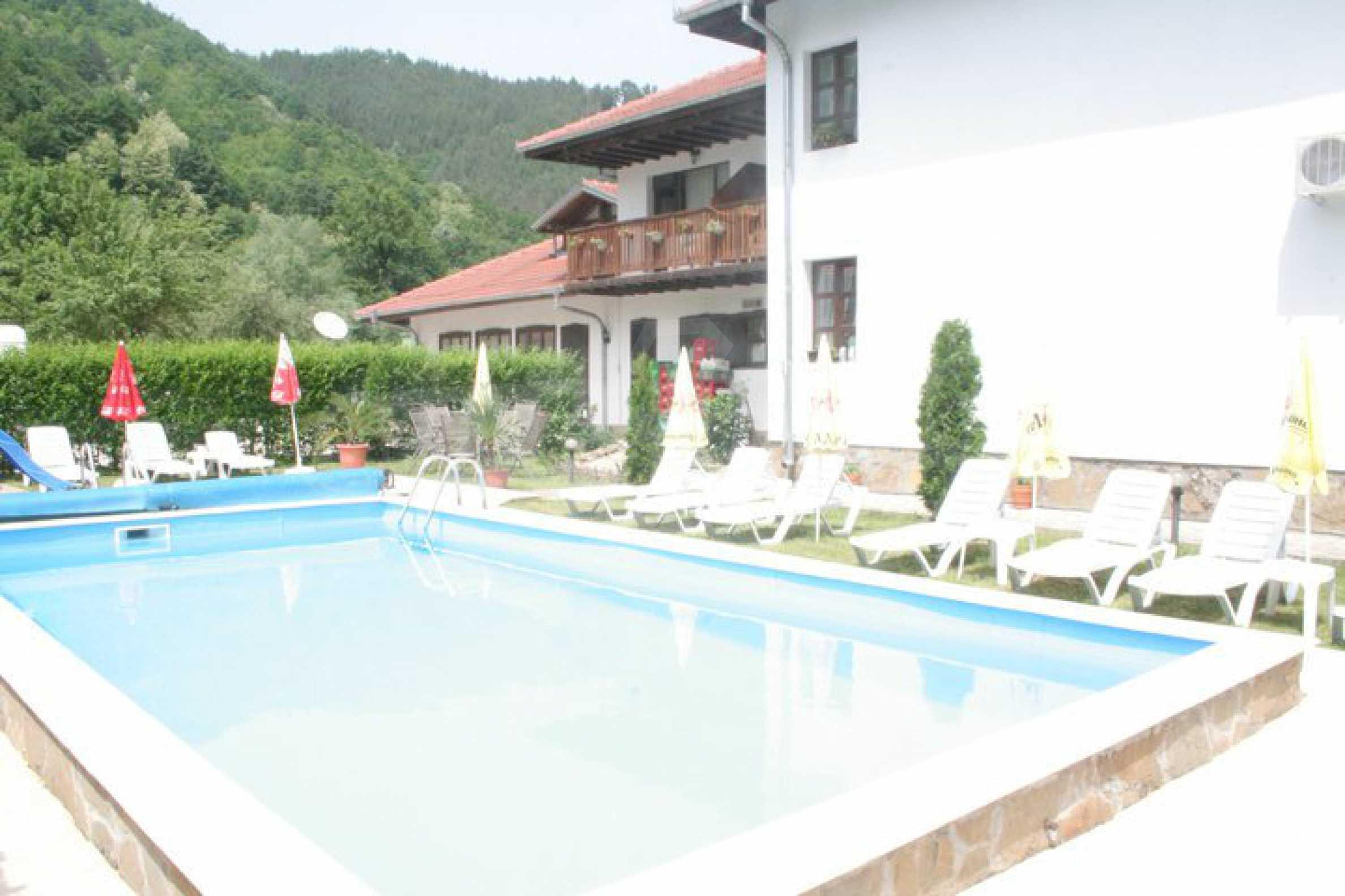 Gemütliches Hotel mit Pool im Herzen des Balkangebirges 1
