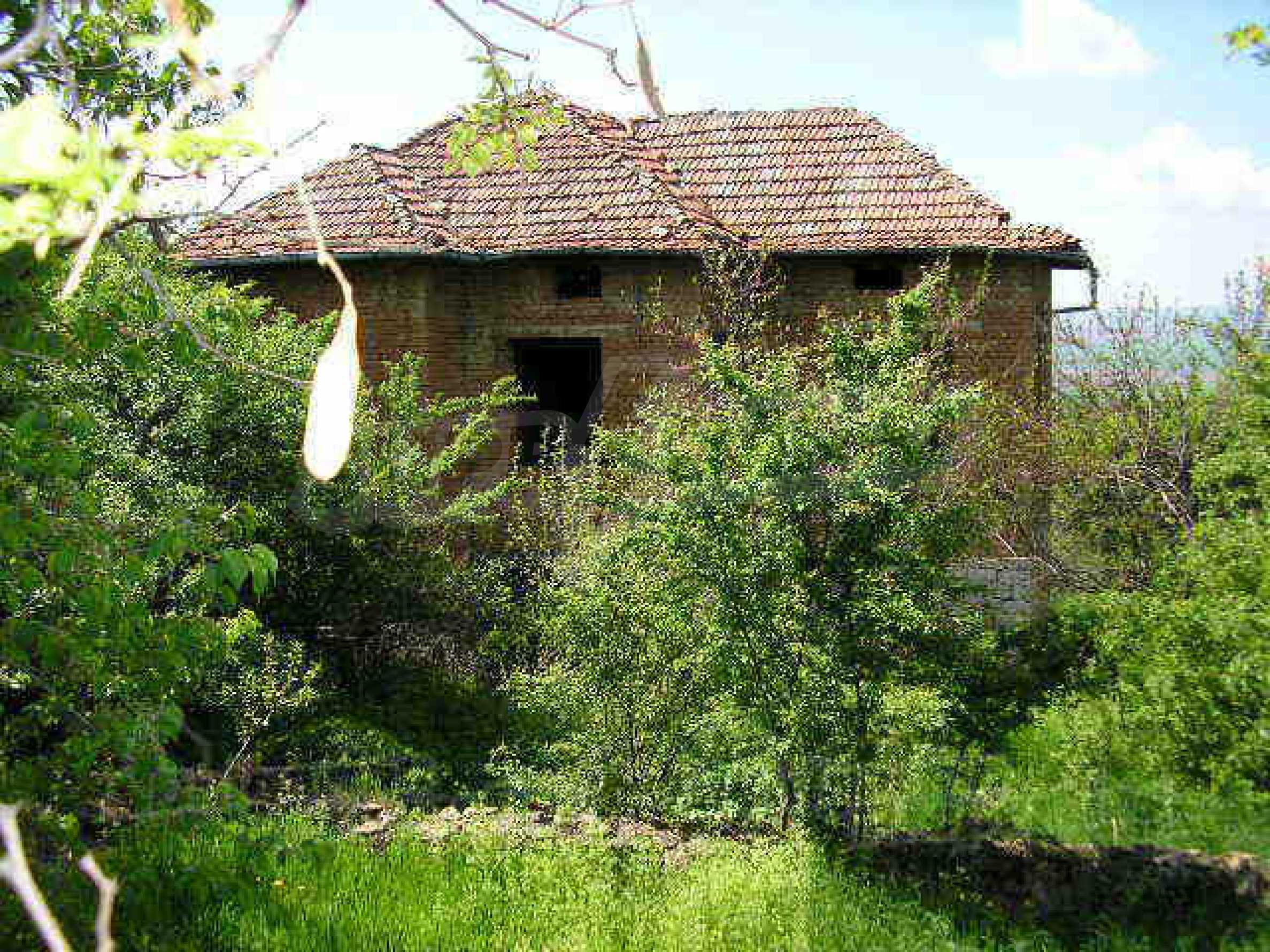 Two-storey rural property with spacious garden near Lovech