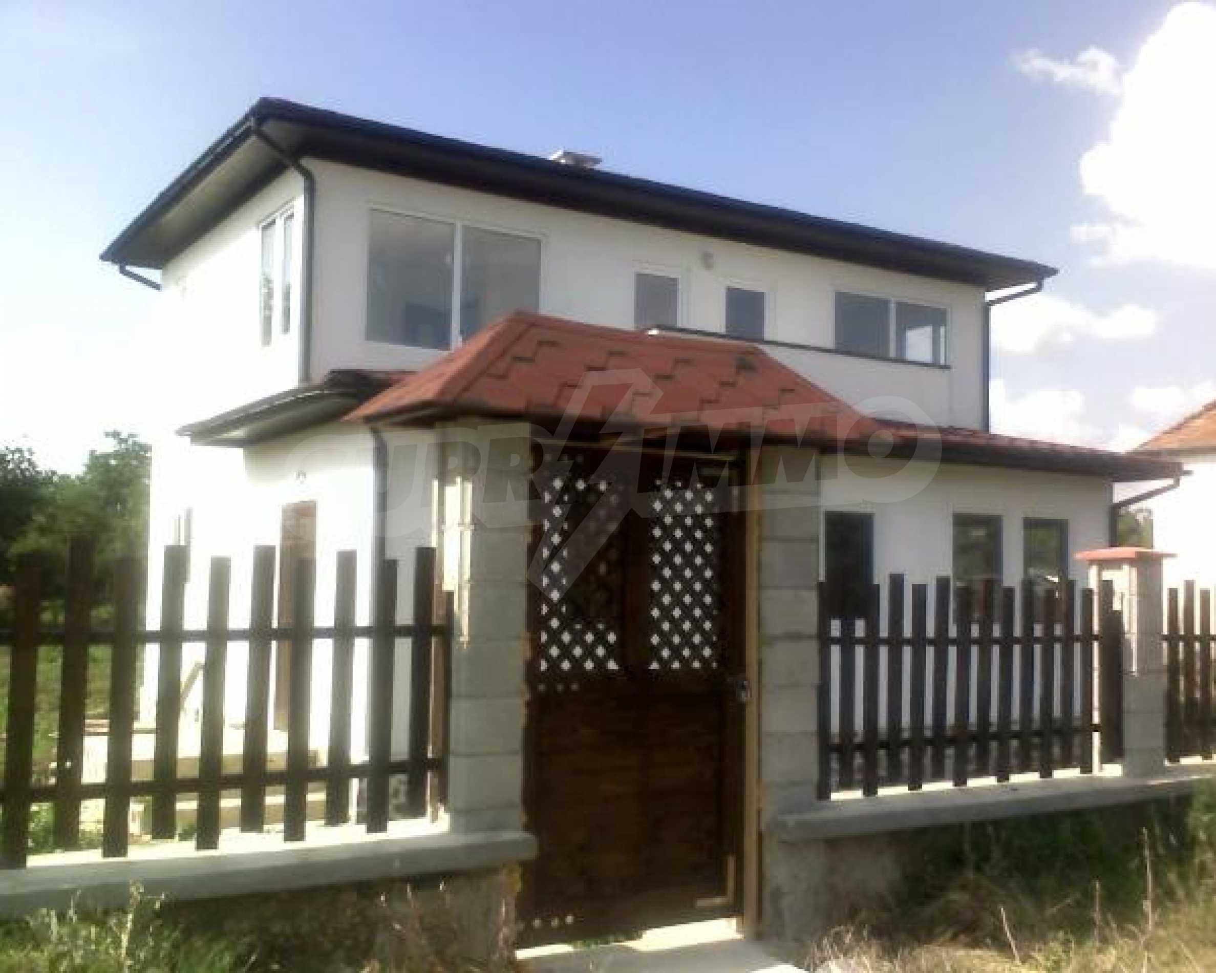 Neues Haus im Dorf Vetrino
