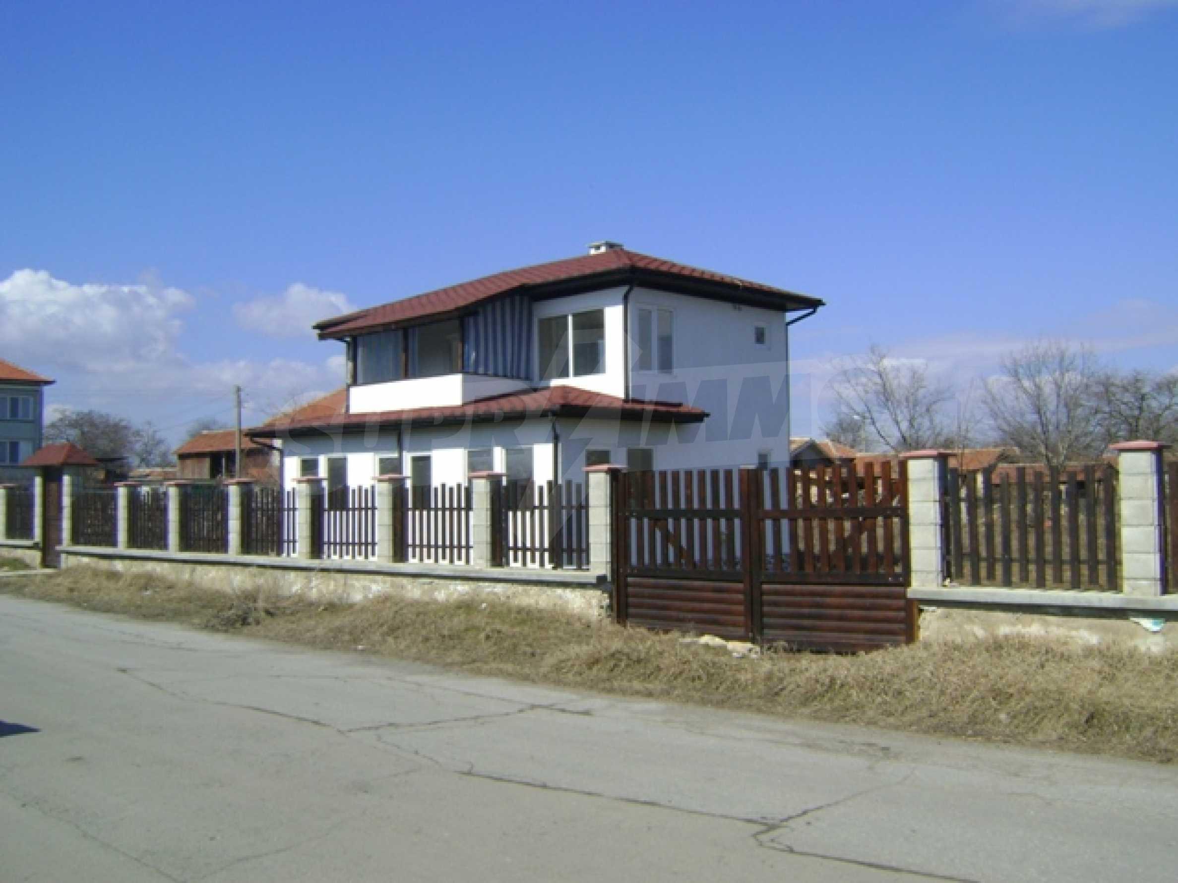 Neues Haus im Dorf Vetrino 1