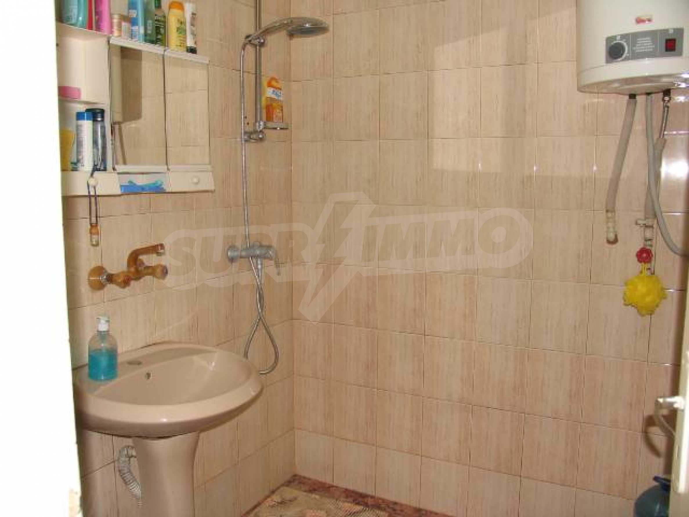 Тристаен апартамент в идеалния център на гр. Добрич 9