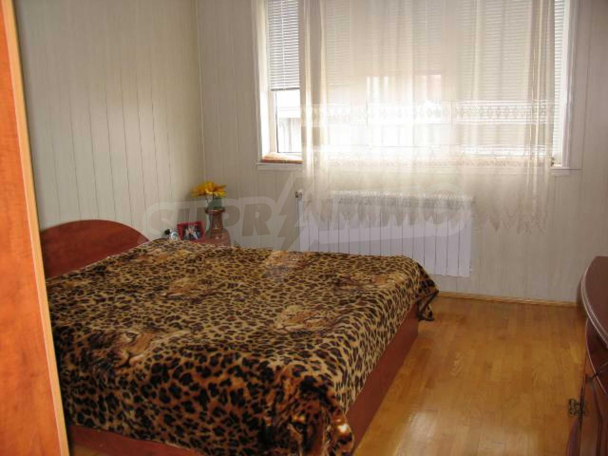 Тристаен апартамент в идеалния център на гр. Добрич 10