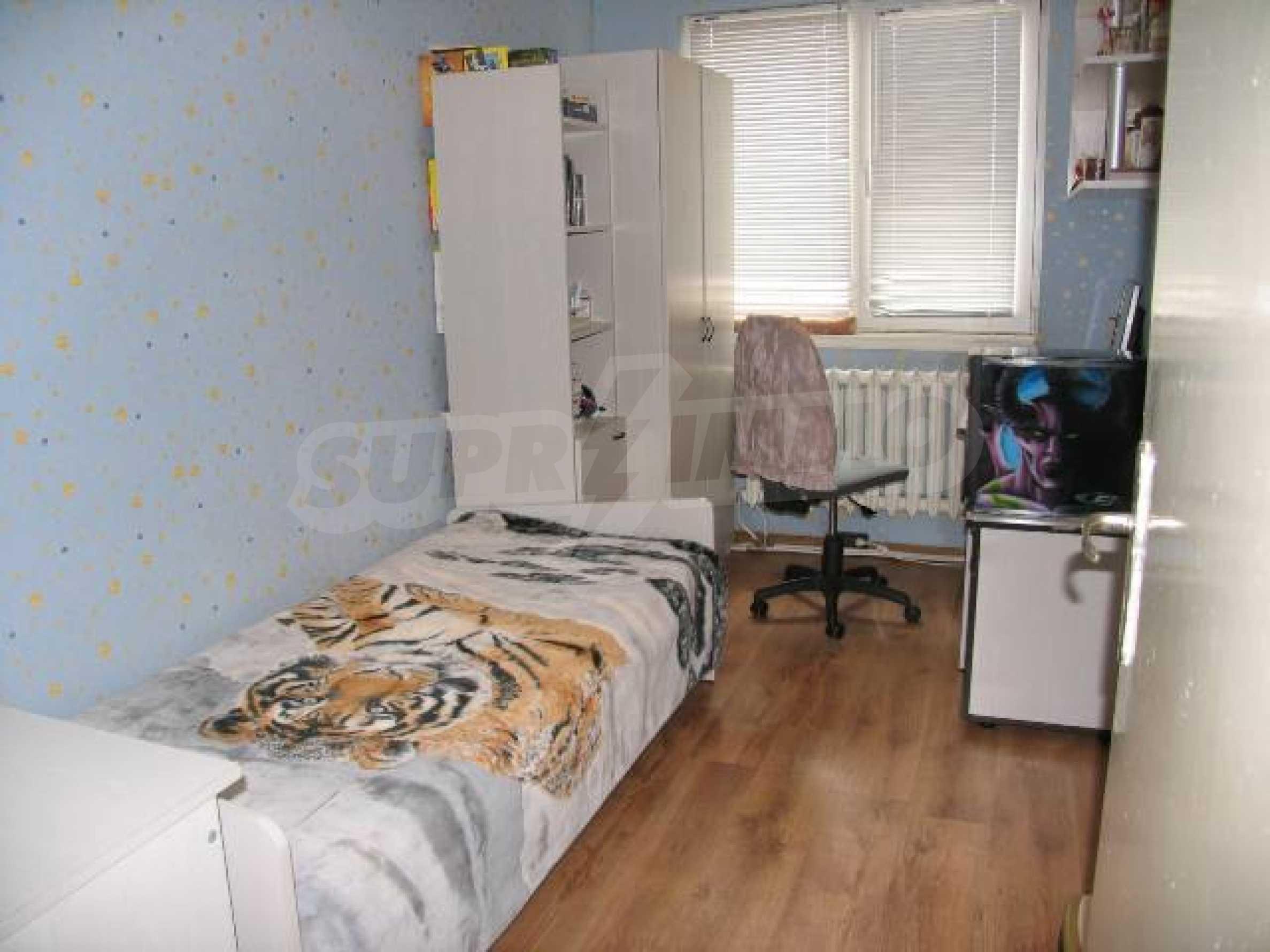 Тристаен апартамент в идеалния център на гр. Добрич 11