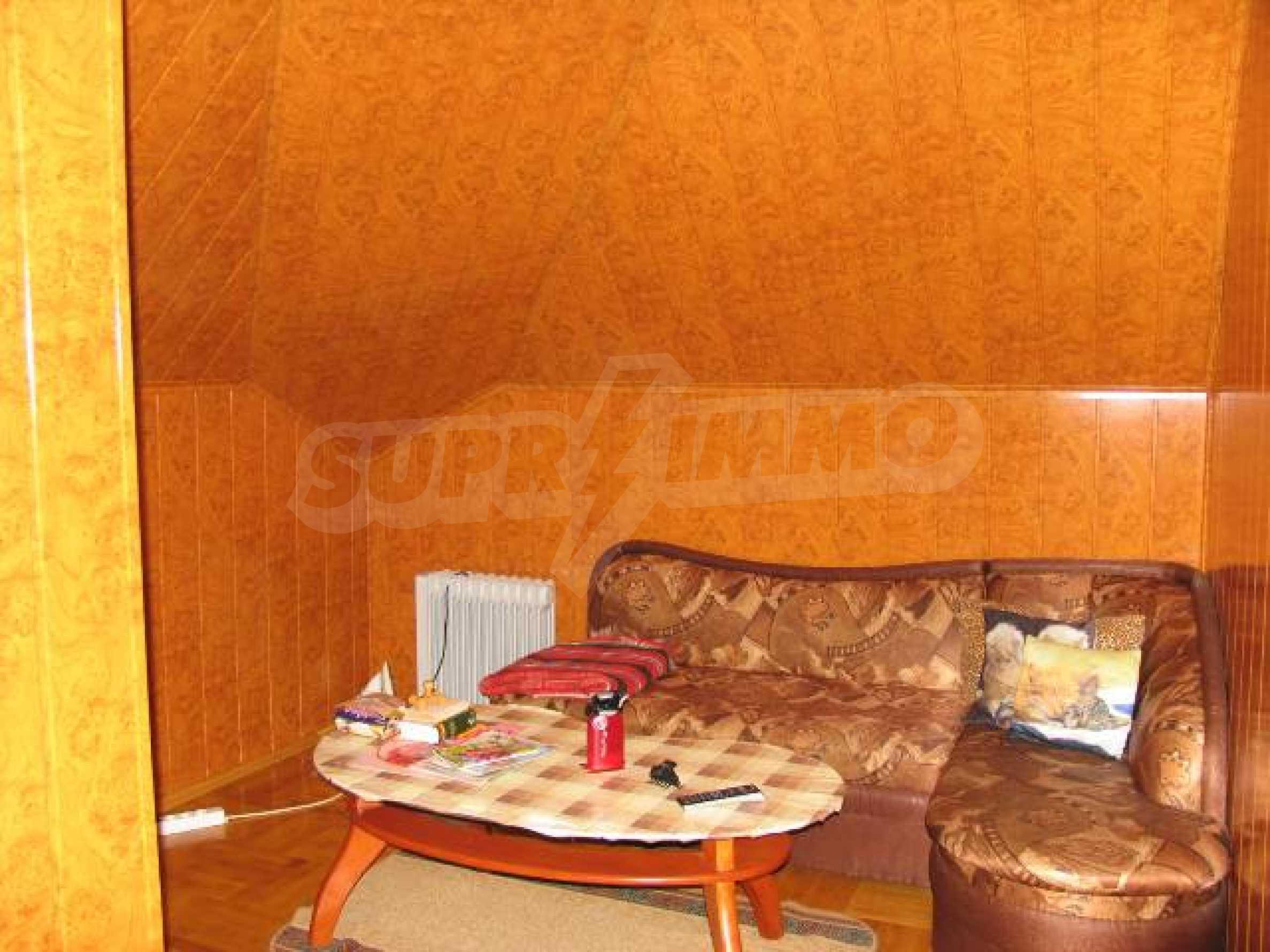 Тристаен апартамент в идеалния център на гр. Добрич 13