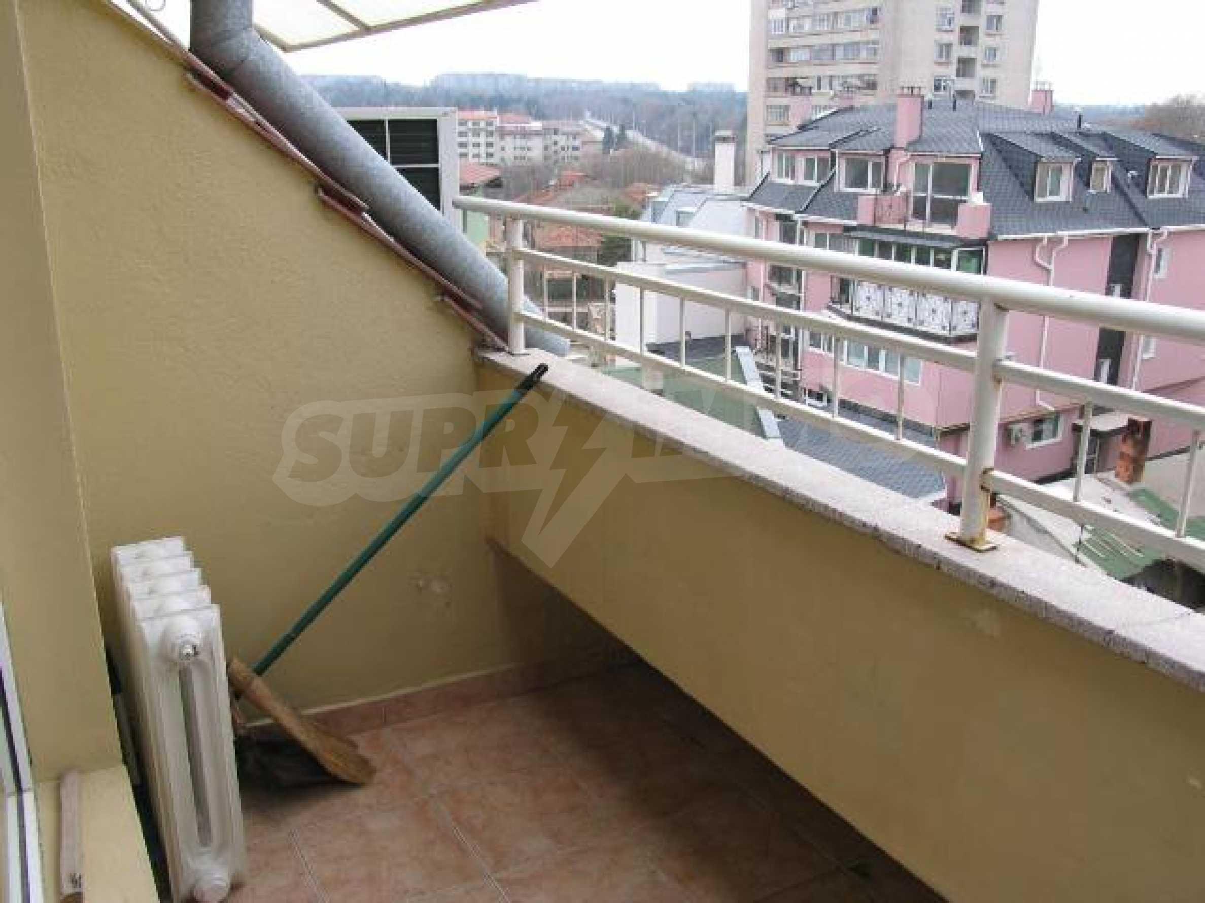 Тристаен апартамент в идеалния център на гр. Добрич 15