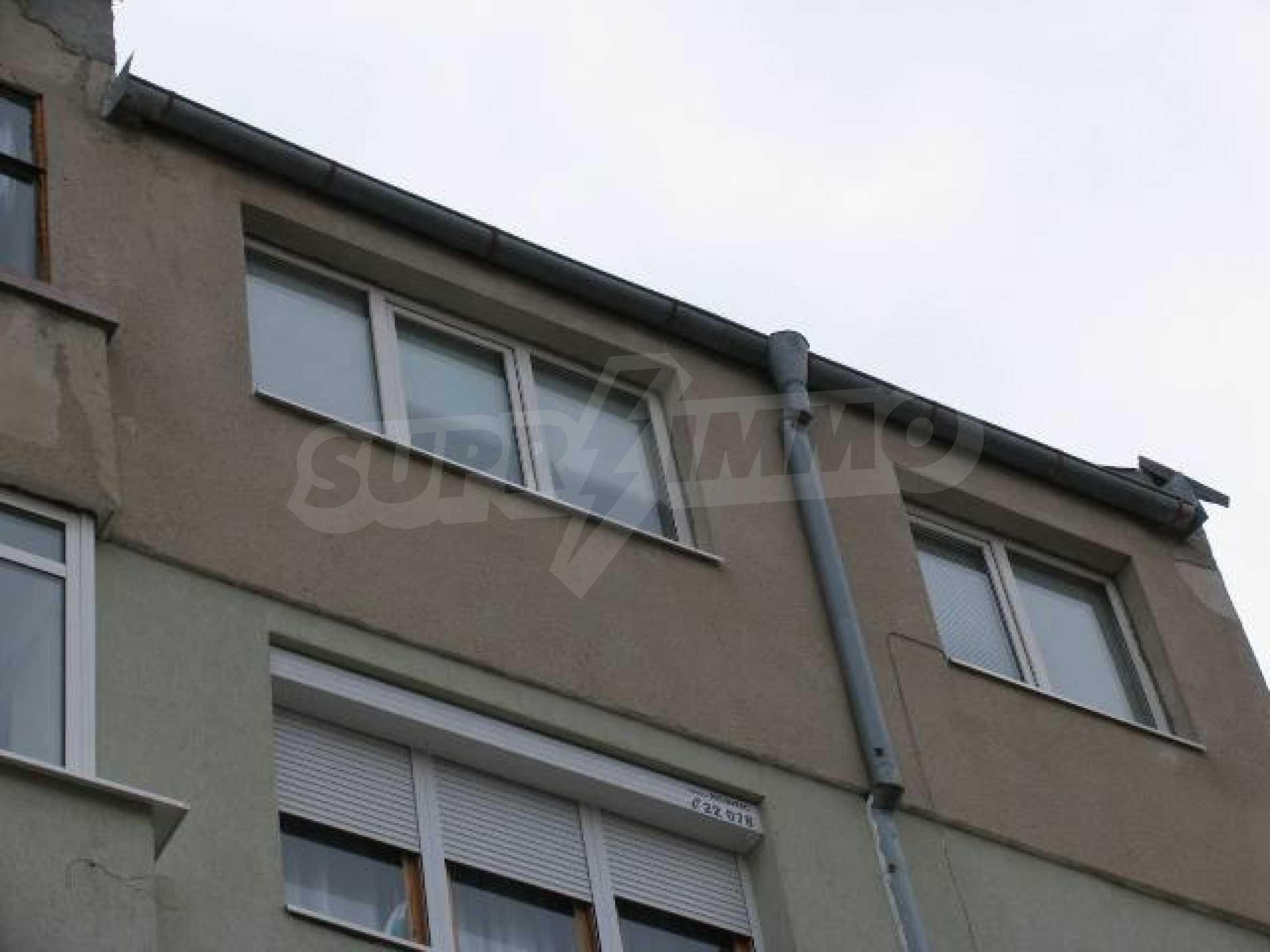 Тристаен апартамент в идеалния център на гр. Добрич 1