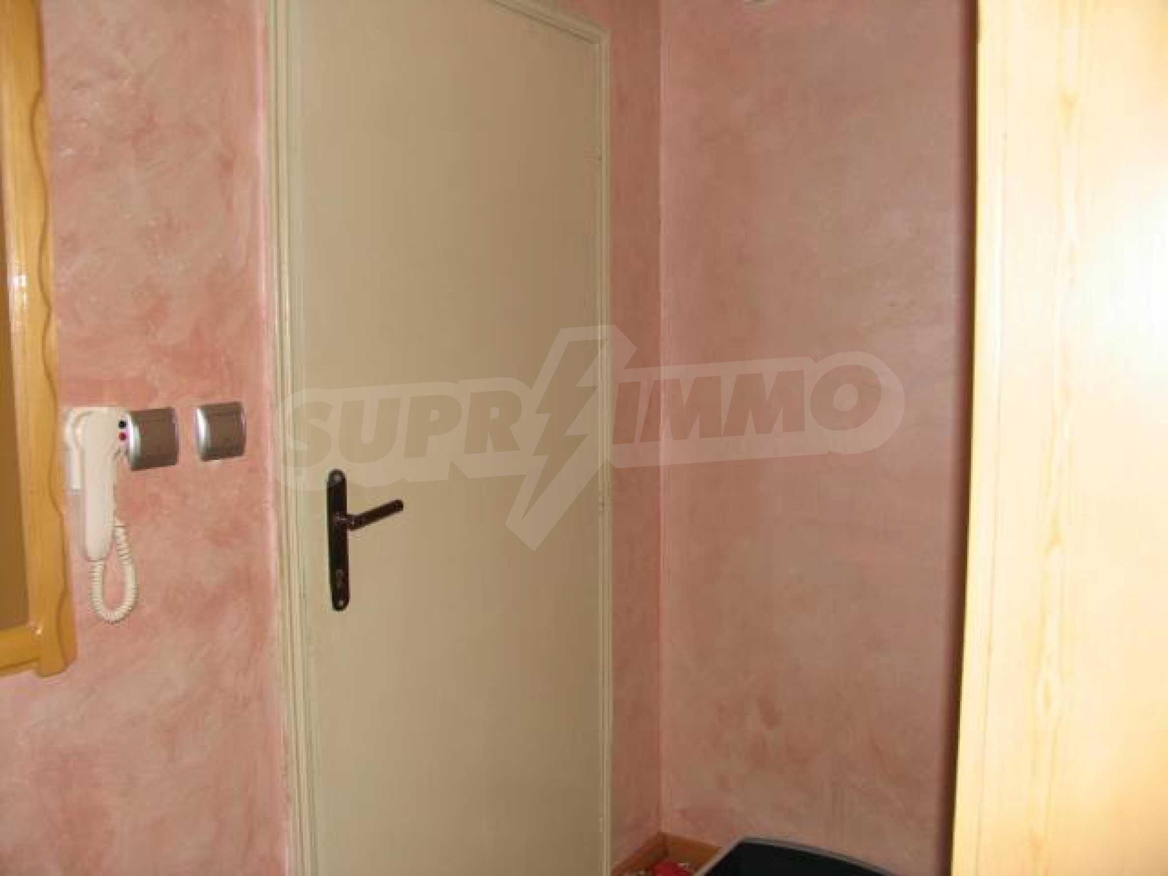 Тристаен апартамент в идеалния център на гр. Добрич 3