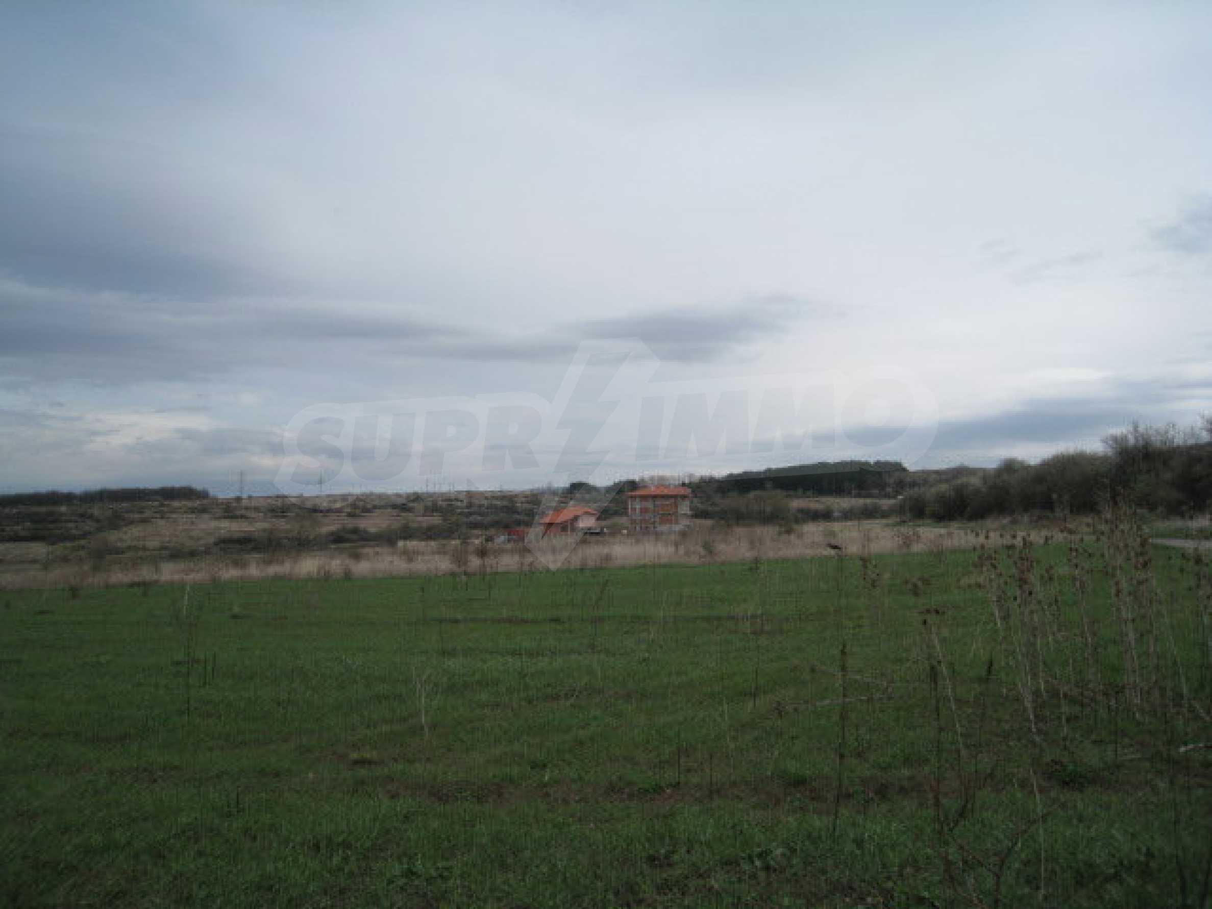 Large property featuring five plots 2