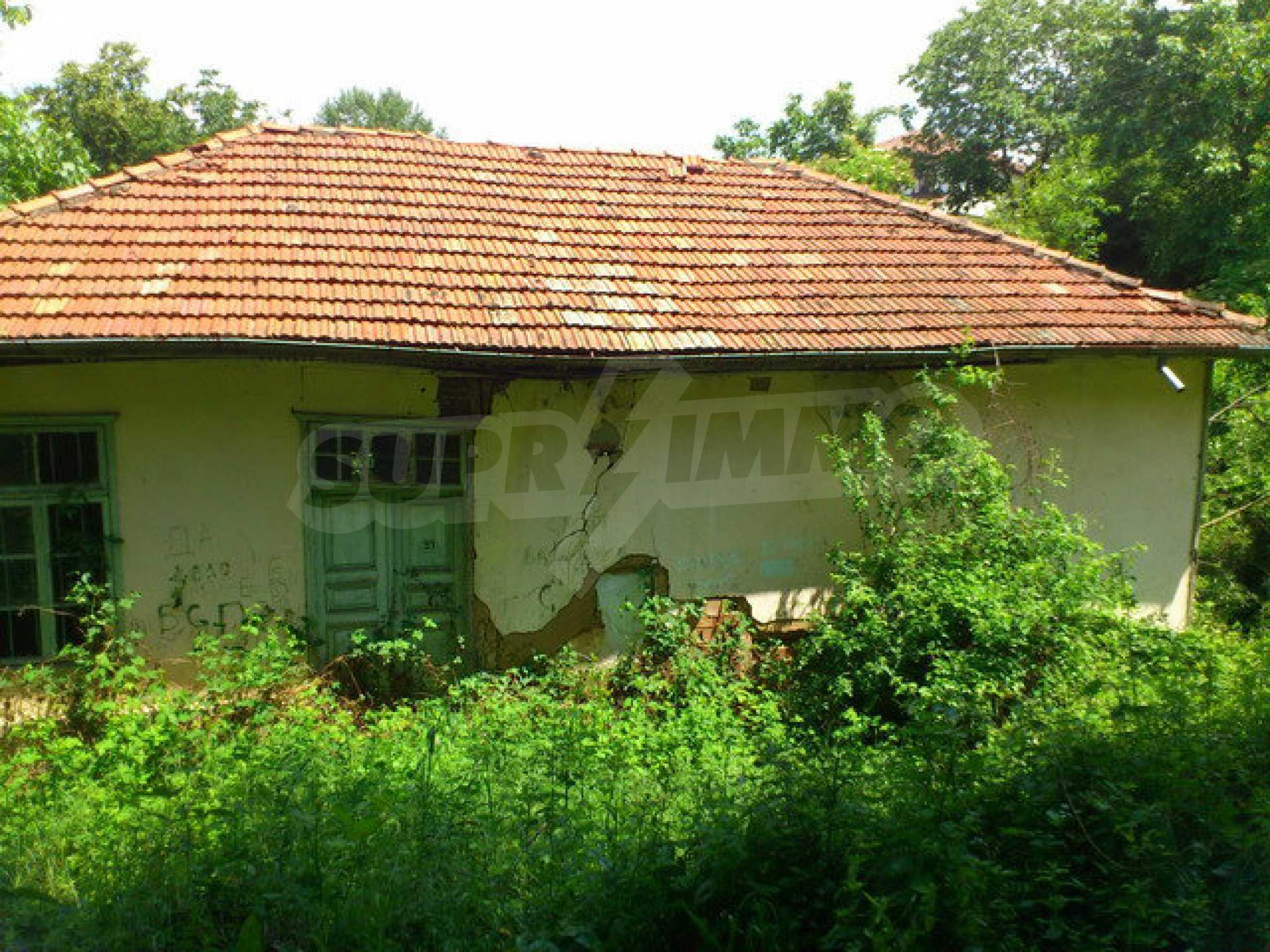 Бывшее здание школы в маленькой деревне в непосредственной близости от прекрасного города Дряново 2