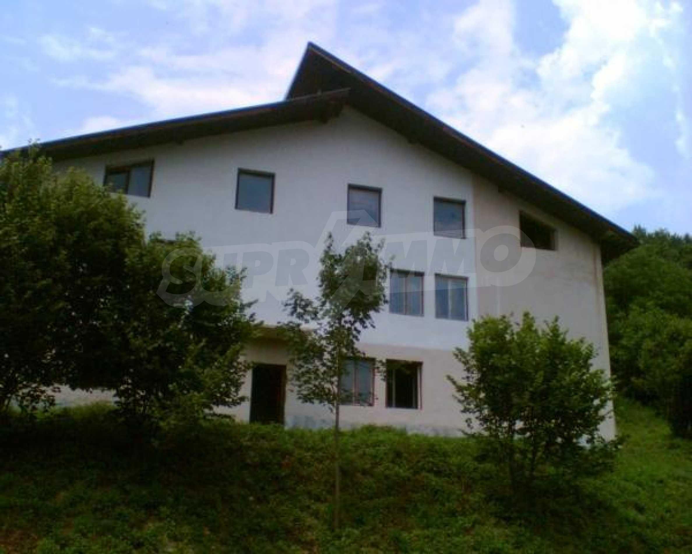Neugebautes Haus mit Geschäftspotential, nur 6 km von Trjawna entfernt