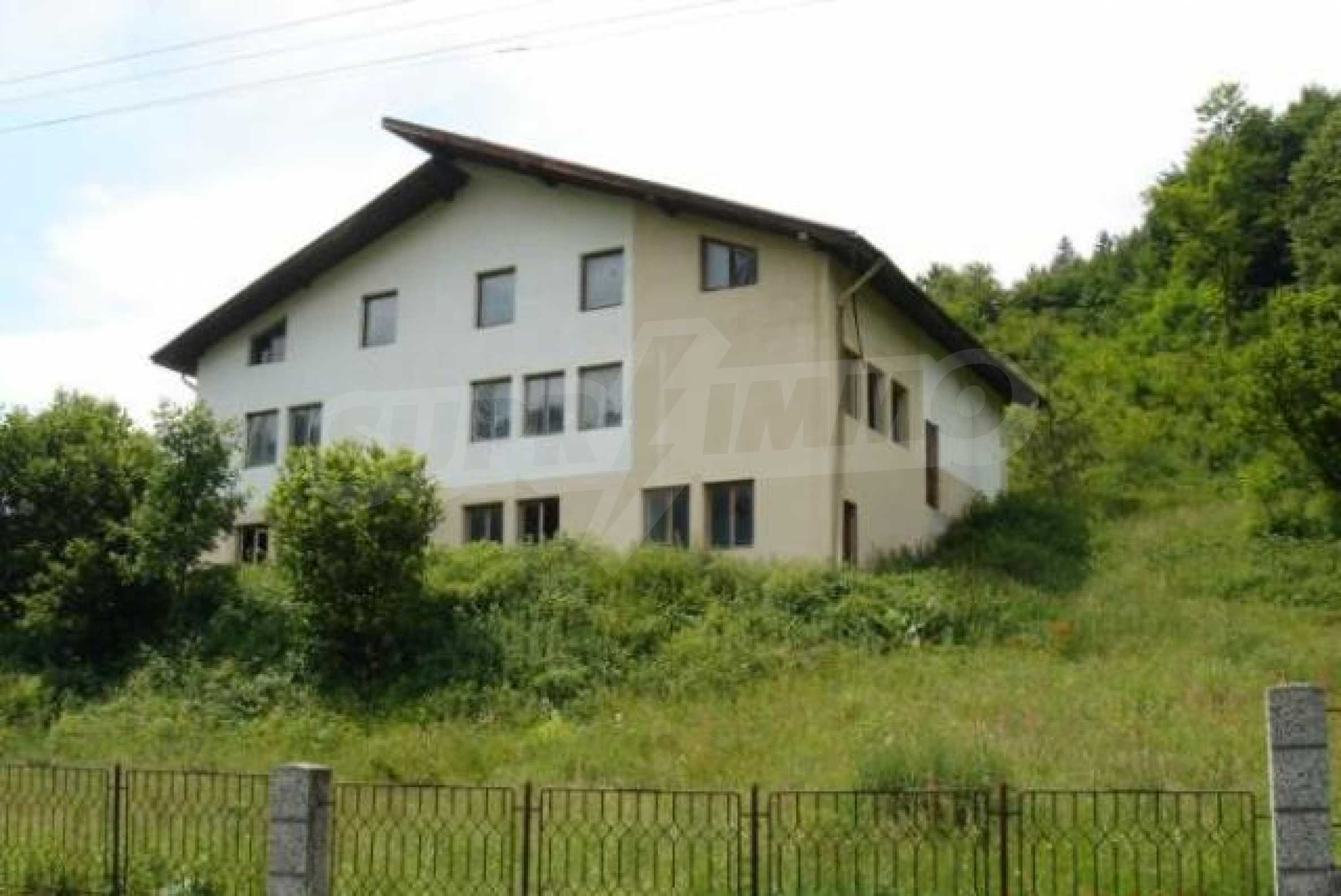 Neugebautes Haus mit Geschäftspotential, nur 6 km von Trjawna entfernt 1
