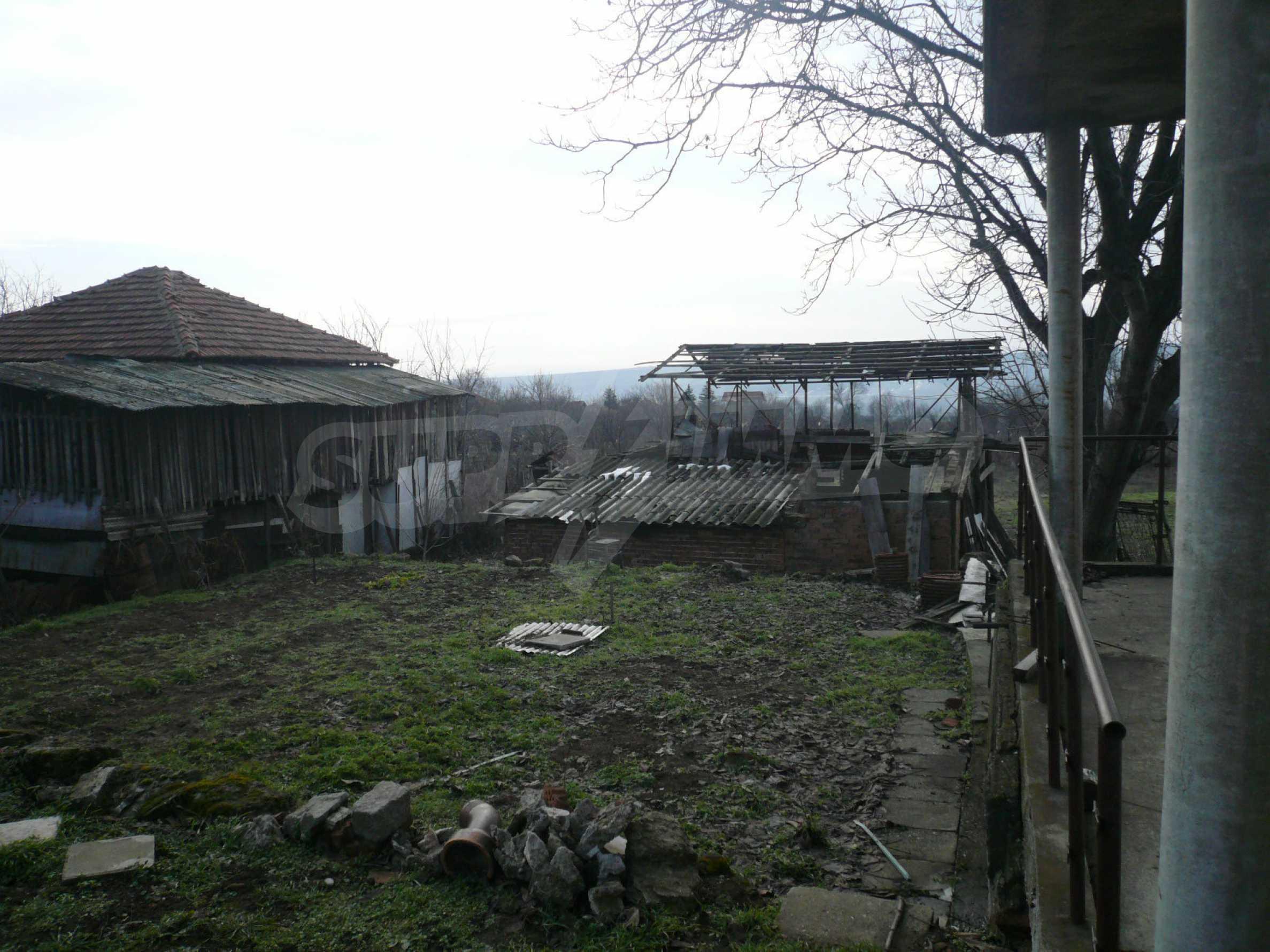 Massive zweistöckige Villa mit großem Garten in der Nähe von Vidin 14