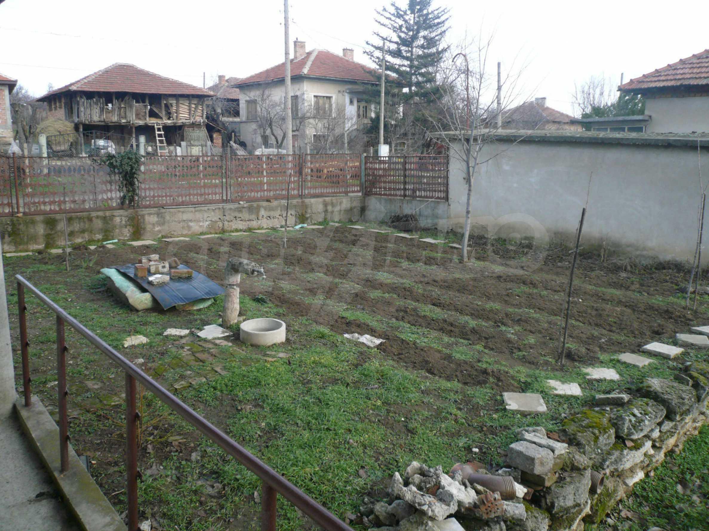 Massive zweistöckige Villa mit großem Garten in der Nähe von Vidin 16