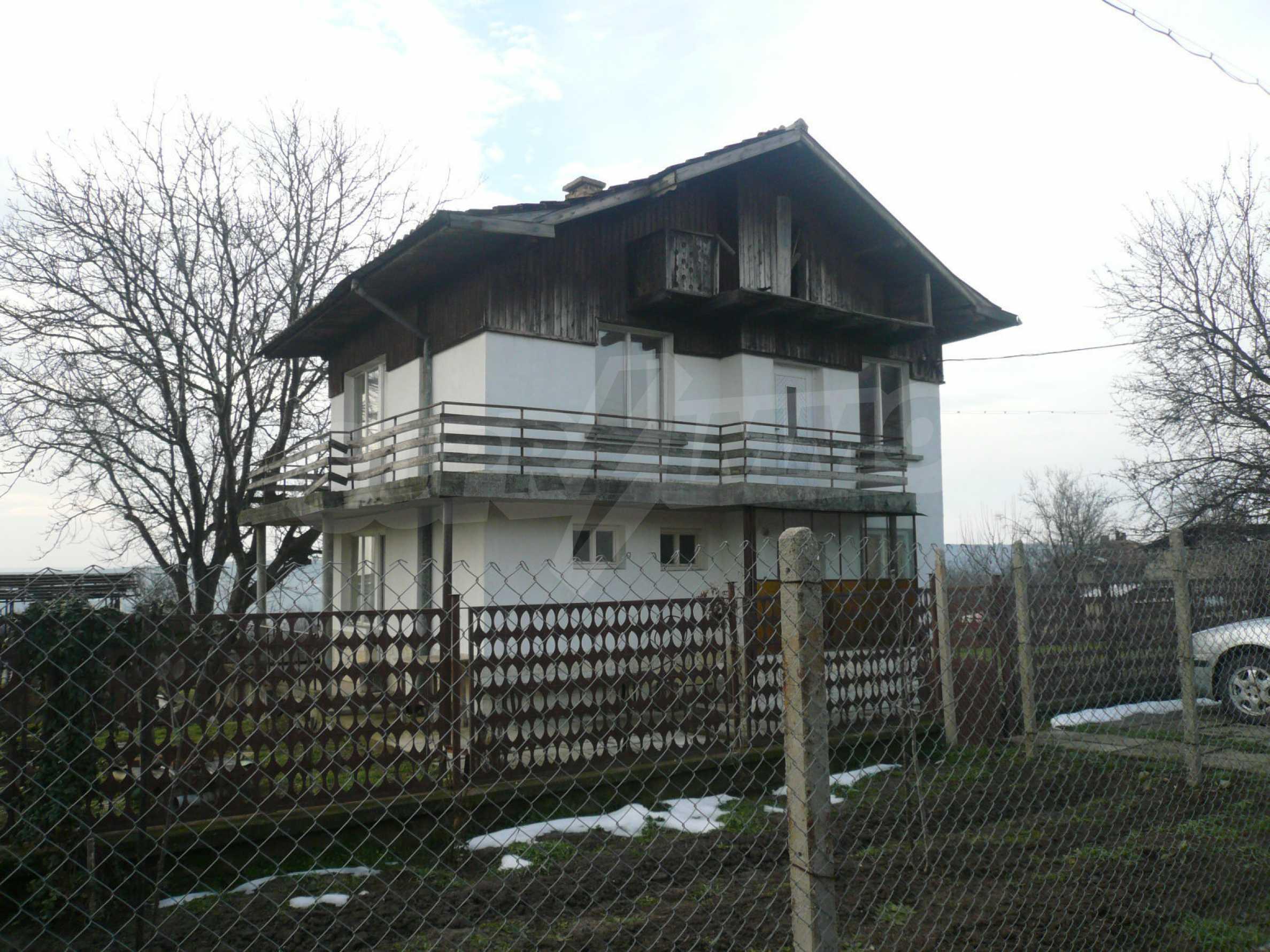 Massive zweistöckige Villa mit großem Garten in der Nähe von Vidin 1