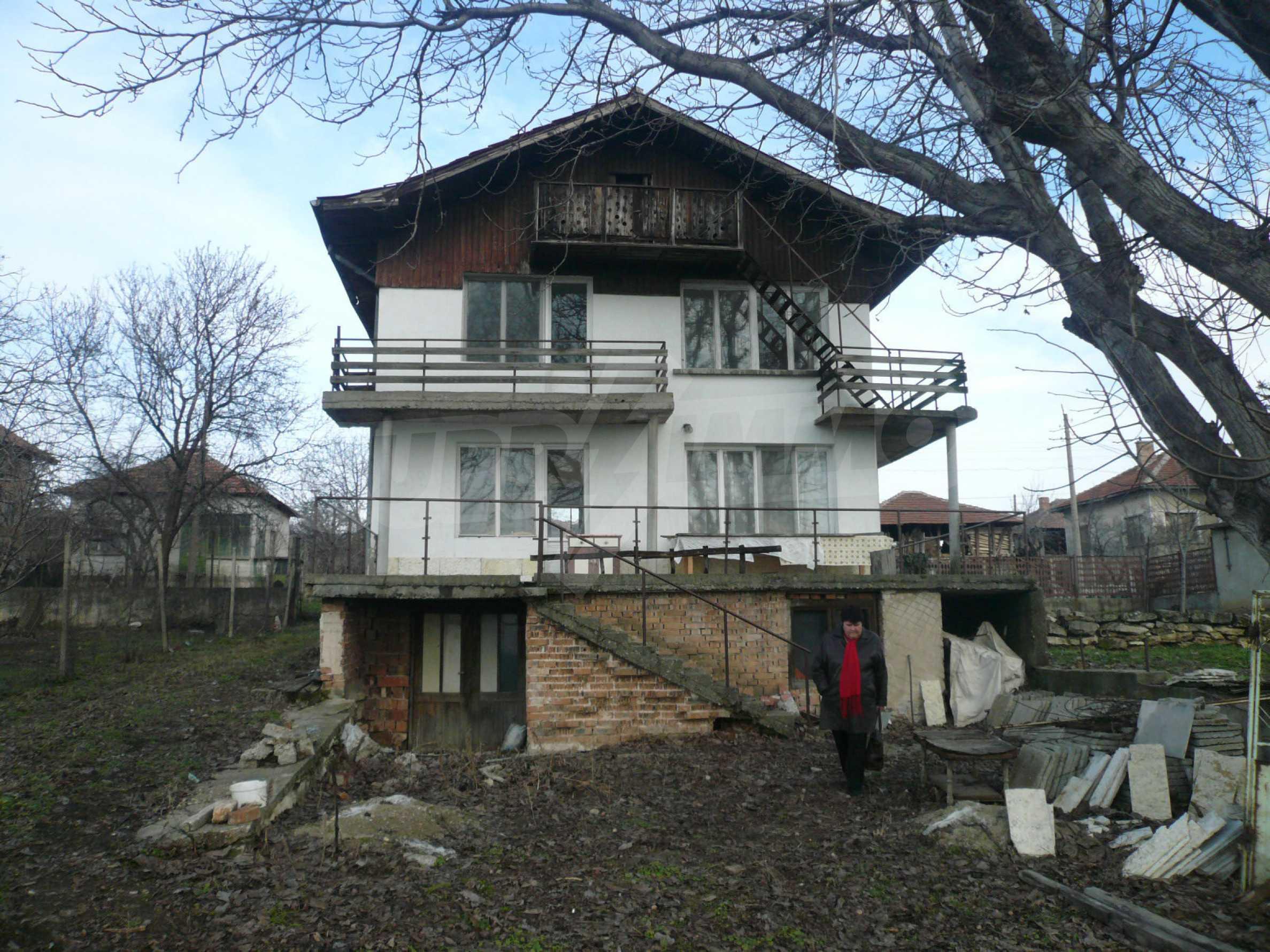Massive zweistöckige Villa mit großem Garten in der Nähe von Vidin 4