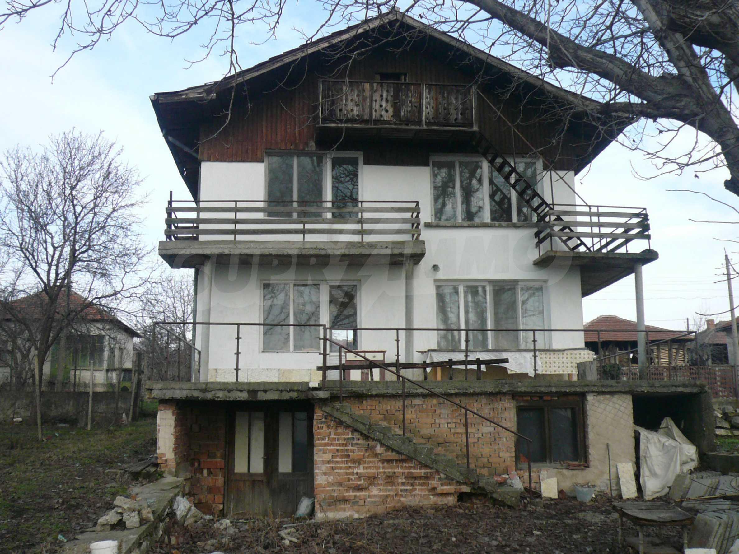 Massive zweistöckige Villa mit großem Garten in der Nähe von Vidin 5