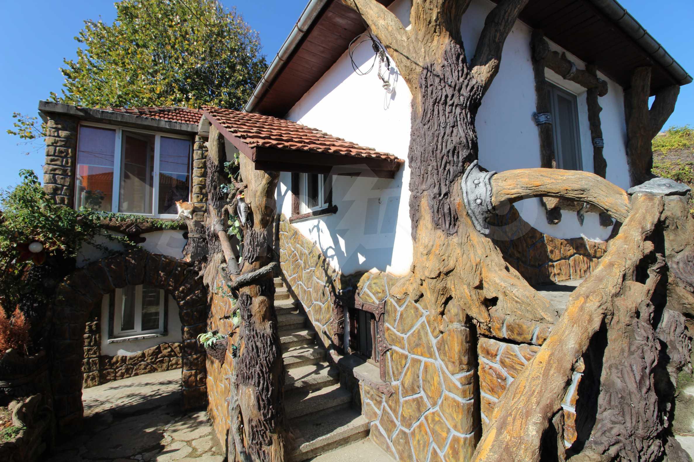Реновирана двуетажна къща само на 24 км от Велико Търново  1