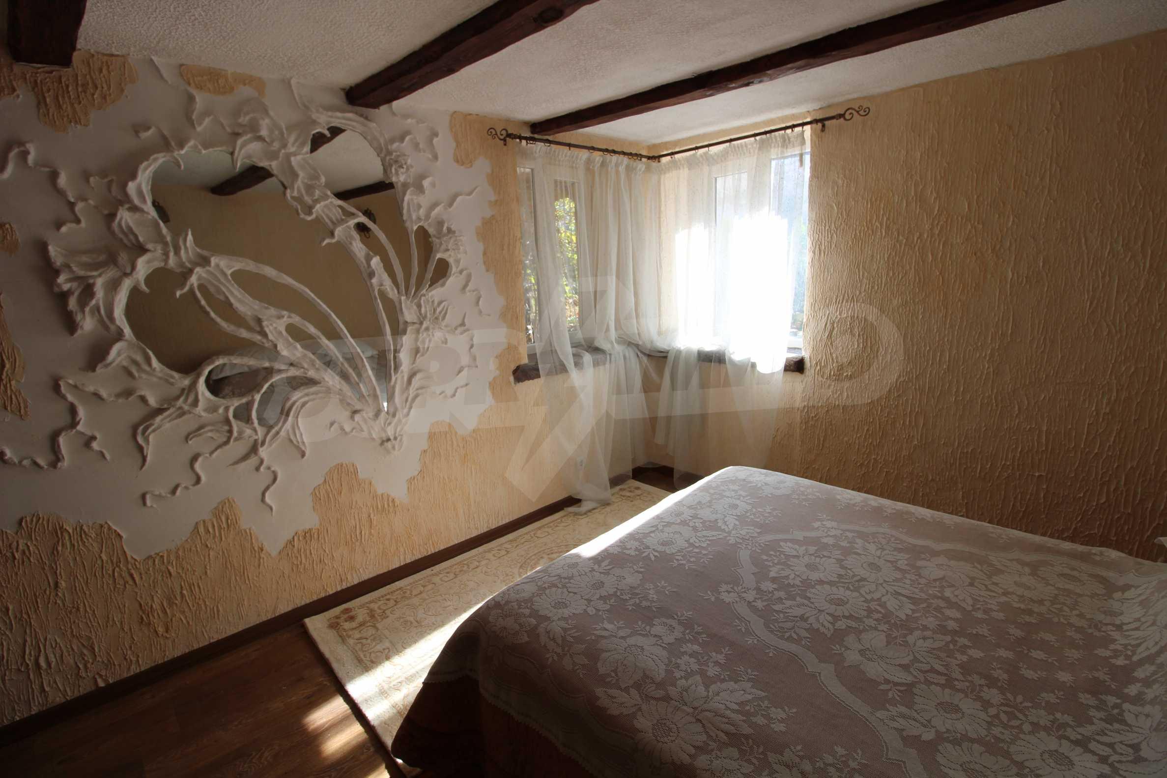 Реновирана двуетажна къща само на 24 км от Велико Търново  24