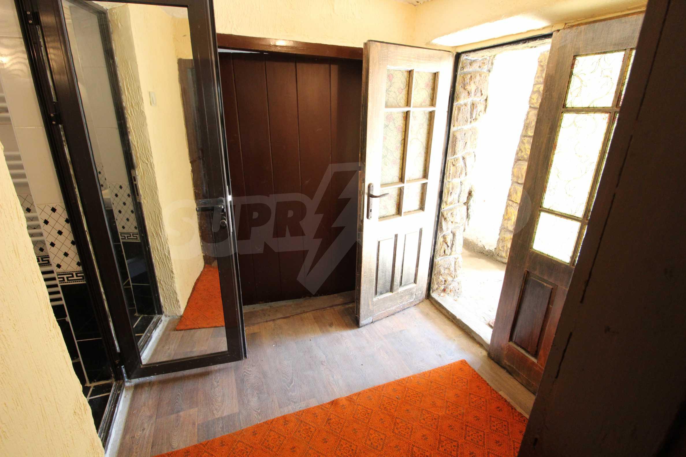 Реновирана двуетажна къща само на 24 км от Велико Търново  26