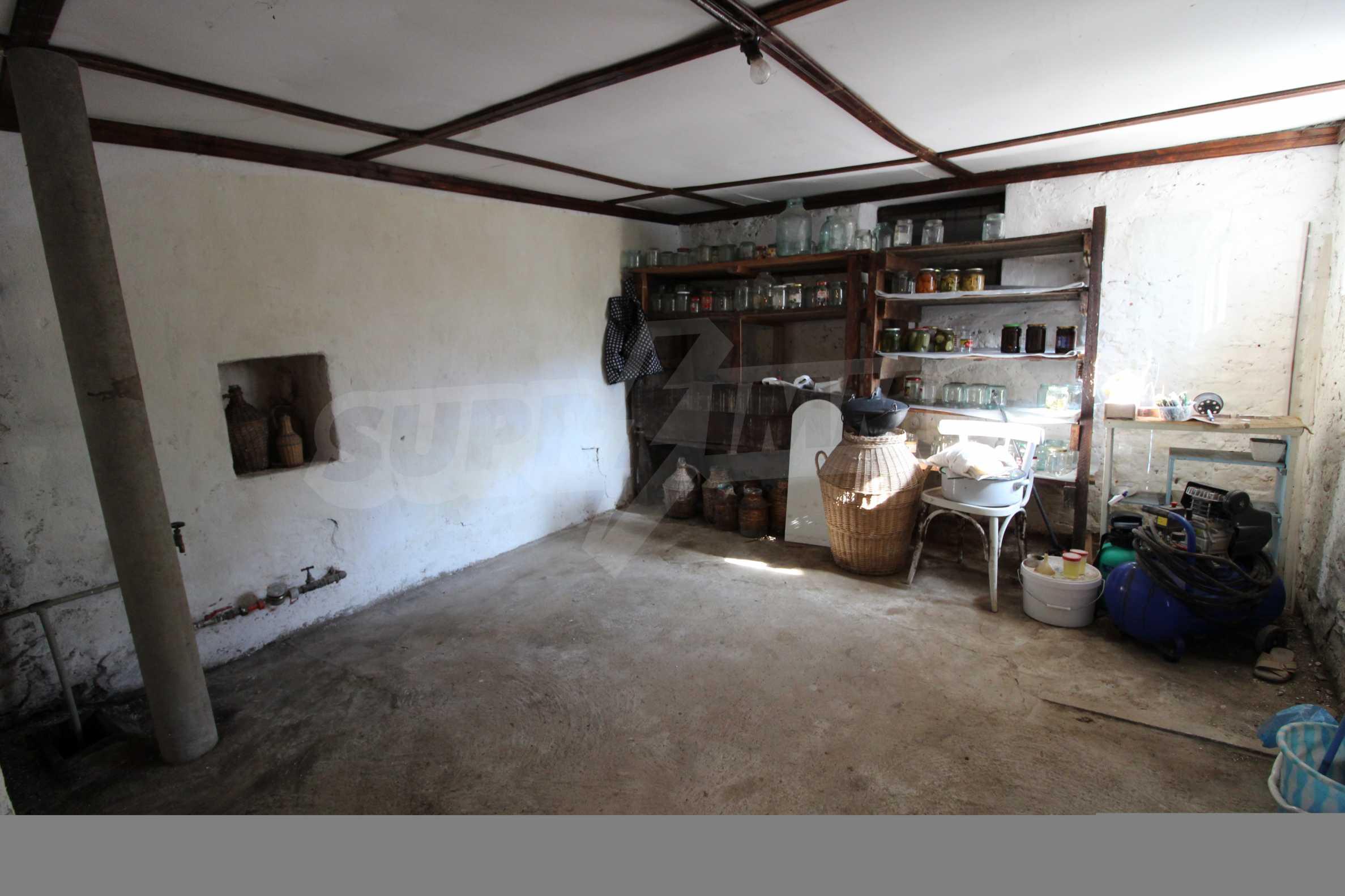 Реновирана двуетажна къща само на 24 км от Велико Търново  29
