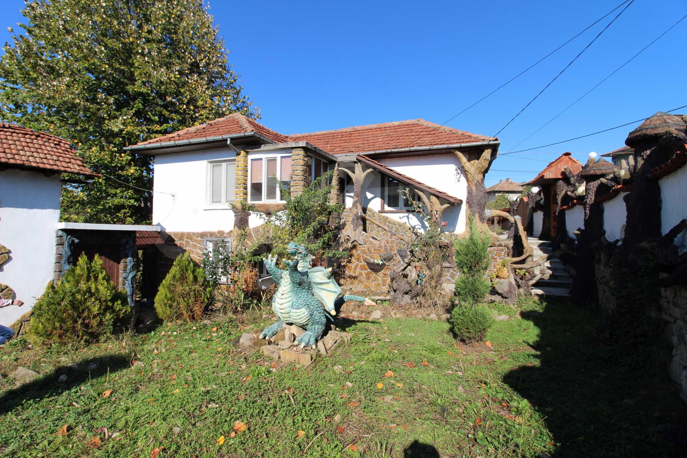 Реновирана двуетажна къща само на 24 км от Велико Търново  3