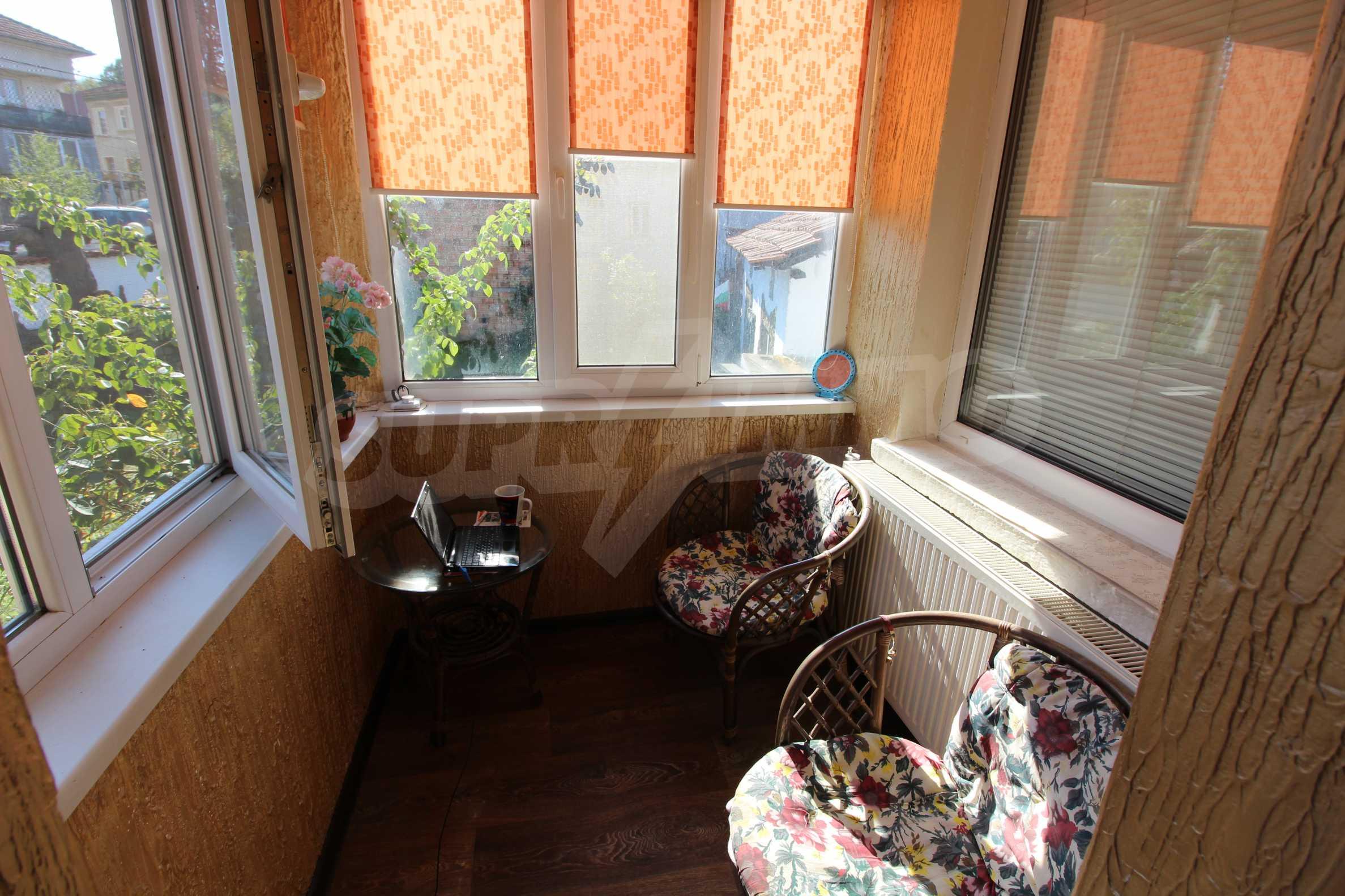 Реновирана двуетажна къща само на 24 км от Велико Търново  32