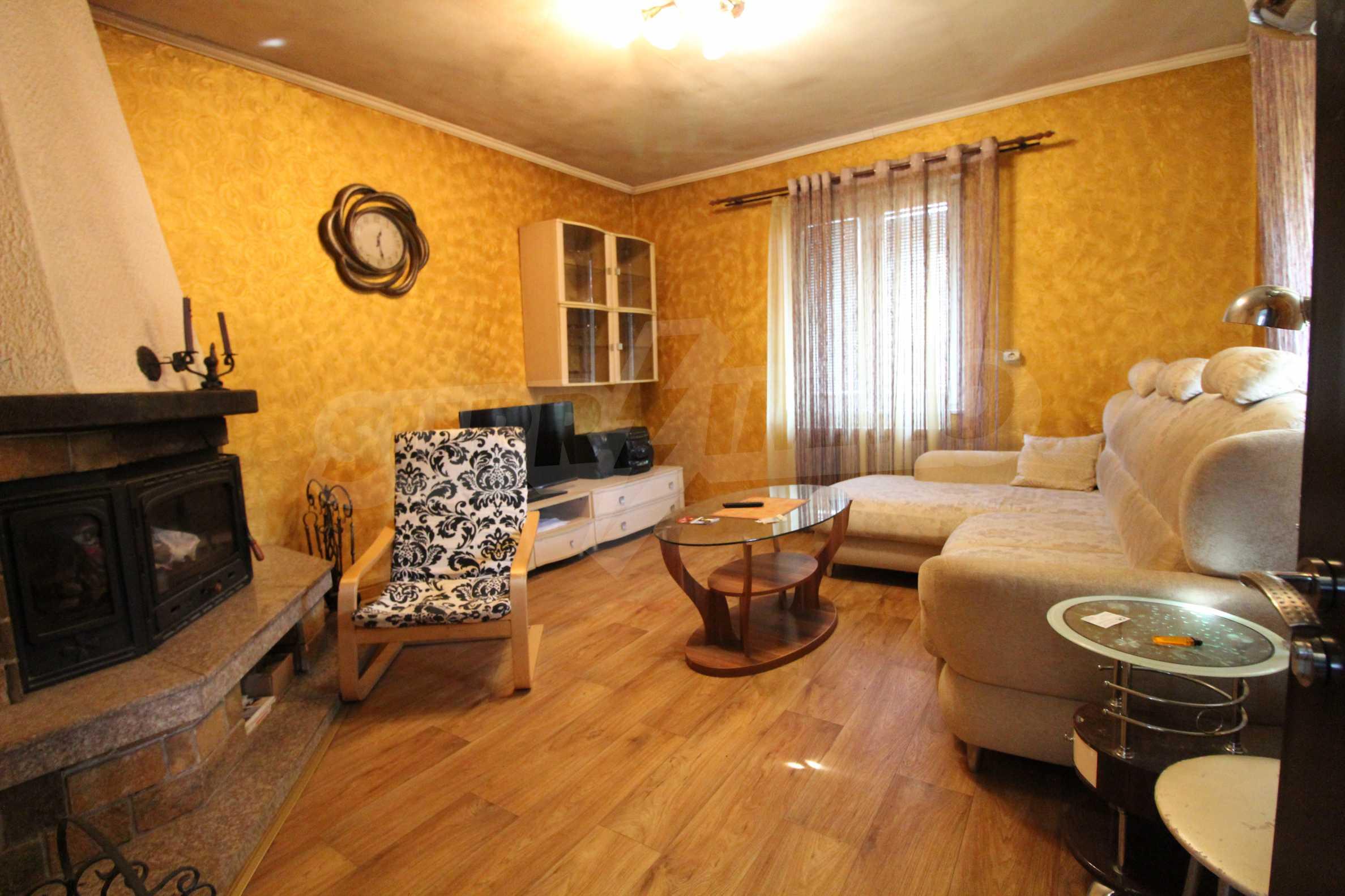 Реновирана двуетажна къща само на 24 км от Велико Търново  37