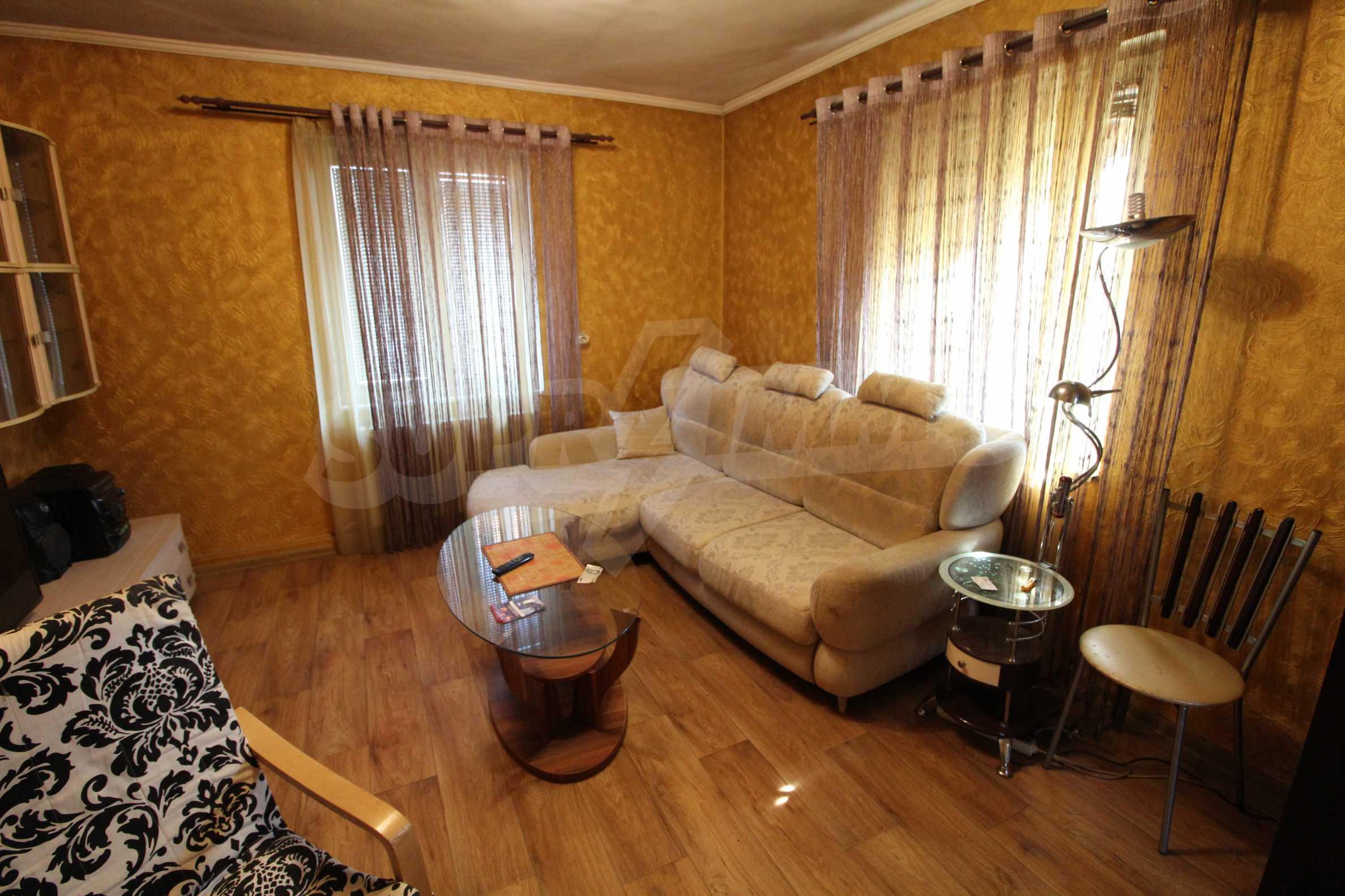Реновирана двуетажна къща само на 24 км от Велико Търново  38