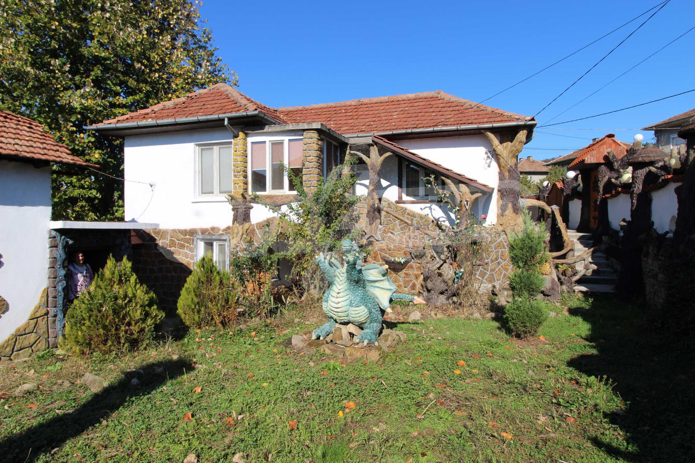 Реновирана двуетажна къща само на 24 км от Велико Търново  4
