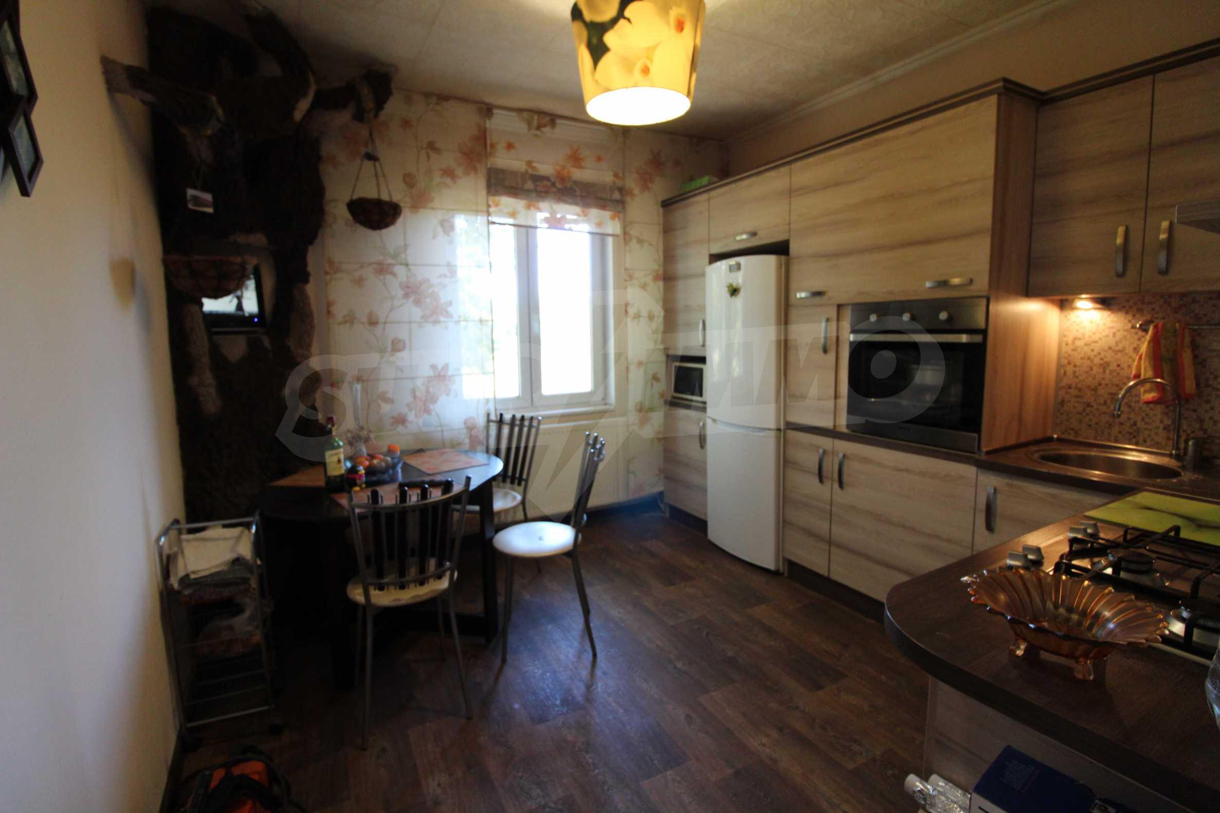 Реновирана двуетажна къща само на 24 км от Велико Търново  41