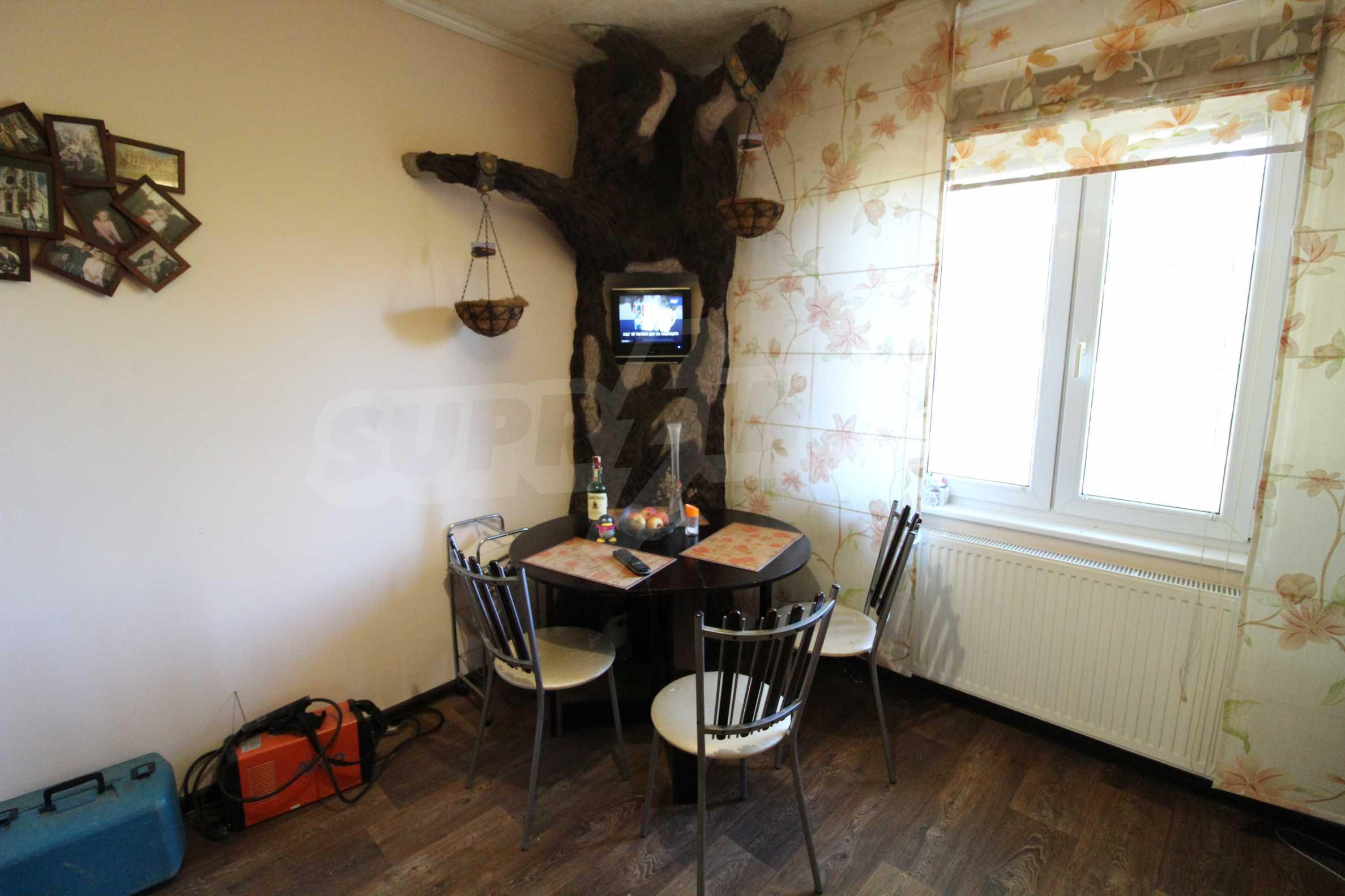 Реновирана двуетажна къща само на 24 км от Велико Търново  46