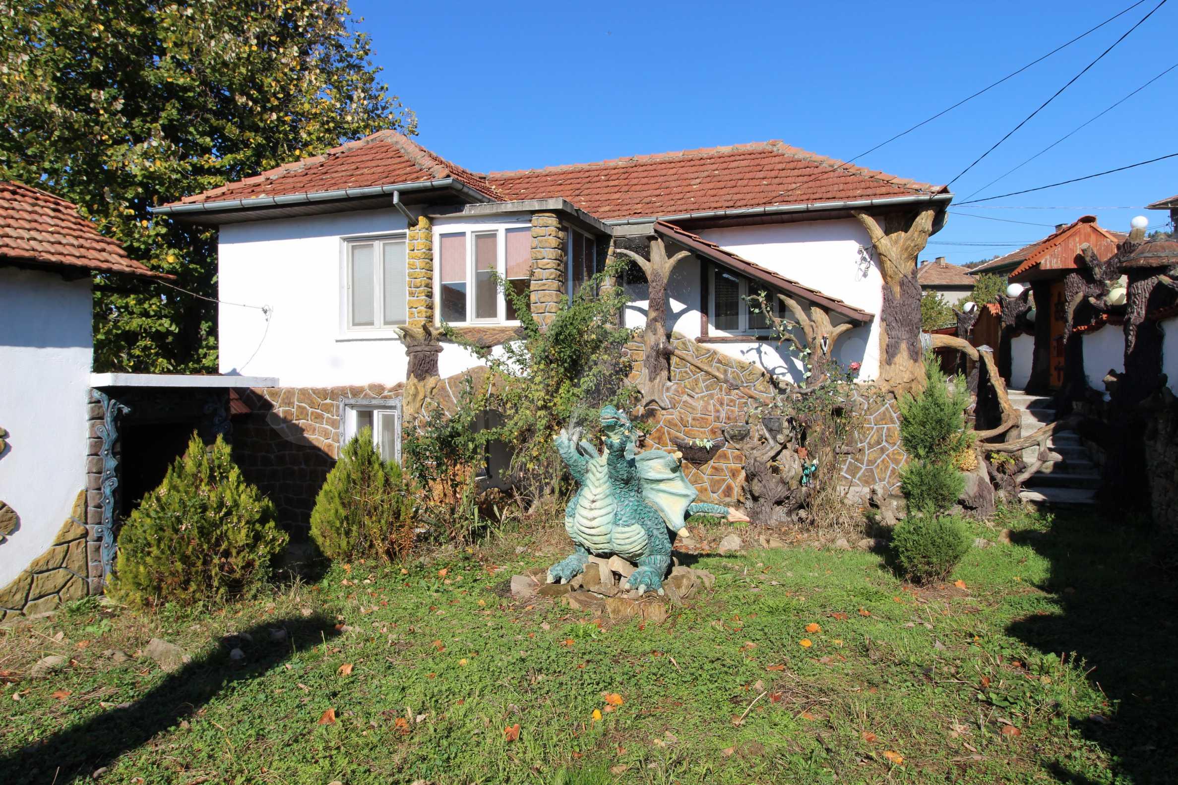 Реновирана двуетажна къща само на 24 км от Велико Търново  5