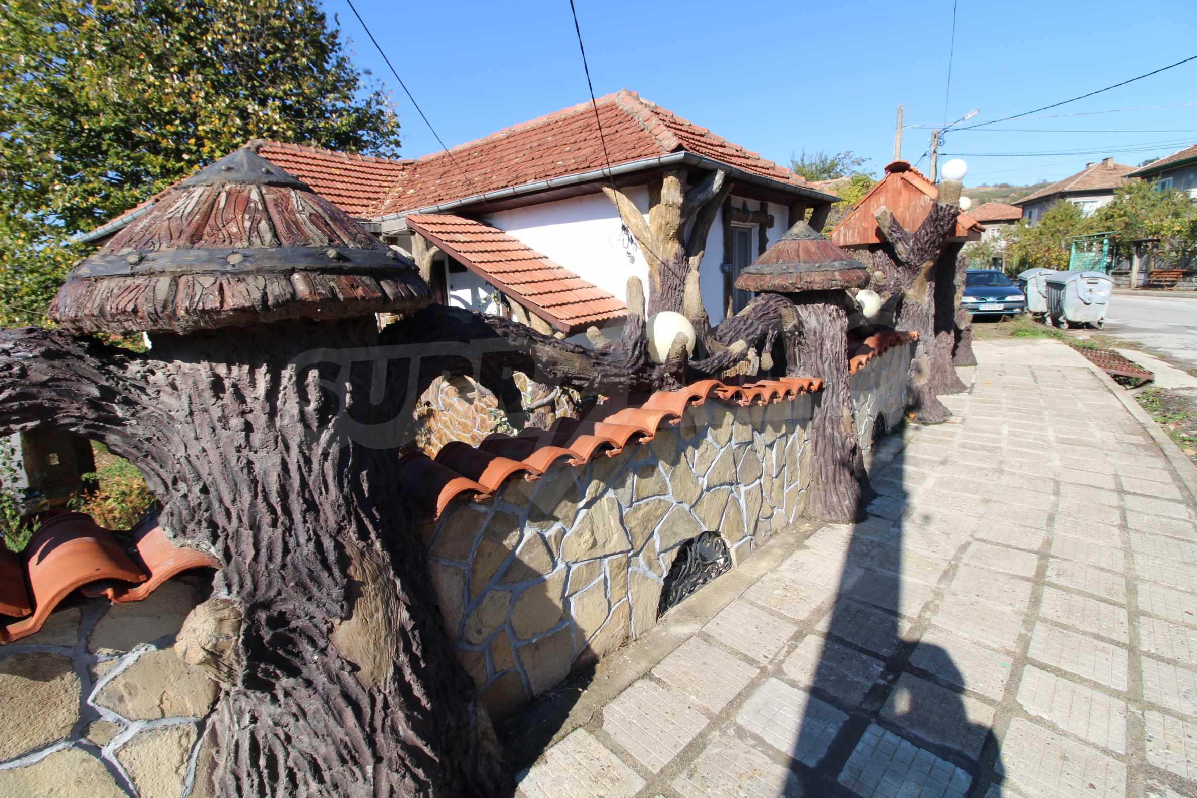 Реновирана двуетажна къща само на 24 км от Велико Търново  64