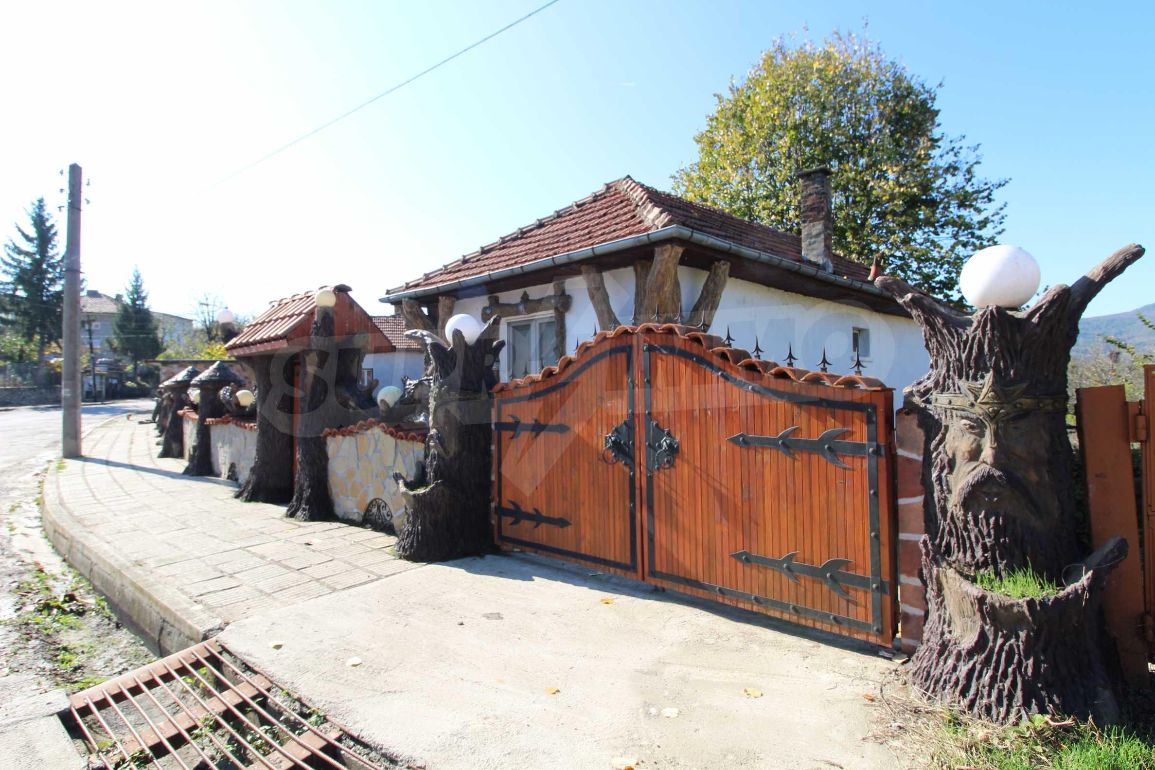 Реновирана двуетажна къща само на 24 км от Велико Търново  67