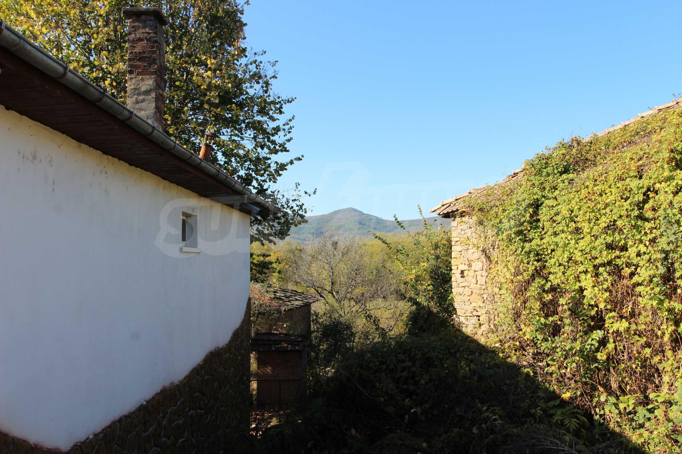 Реновирана двуетажна къща само на 24 км от Велико Търново  68