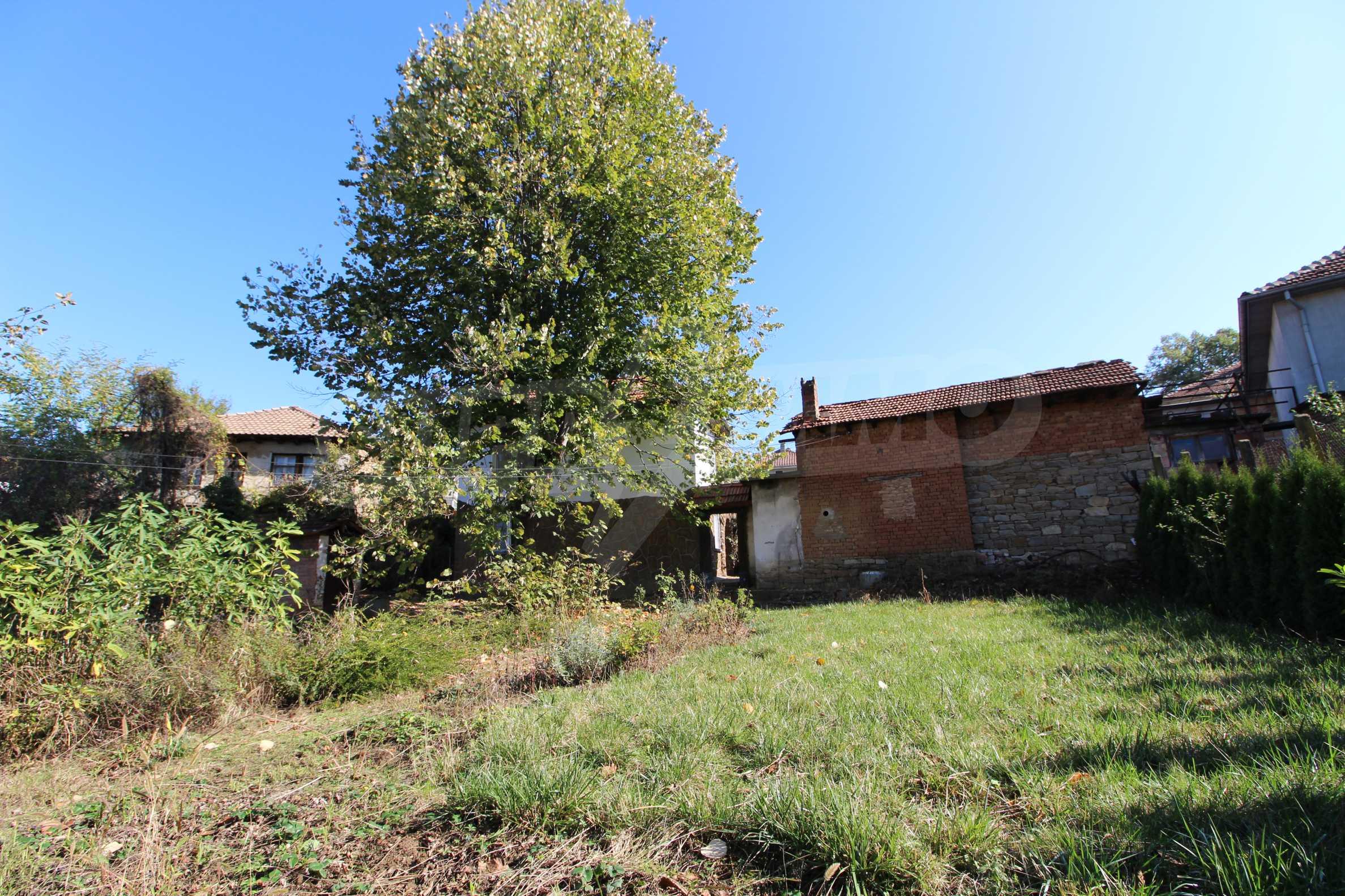 Реновирана двуетажна къща само на 24 км от Велико Търново  9