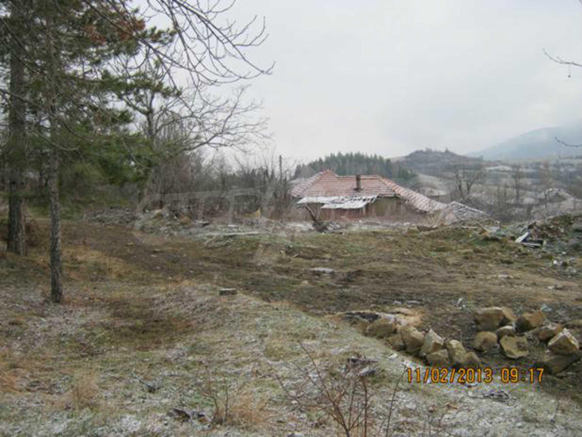 A plot of land with wonderful mountain views near Elena
