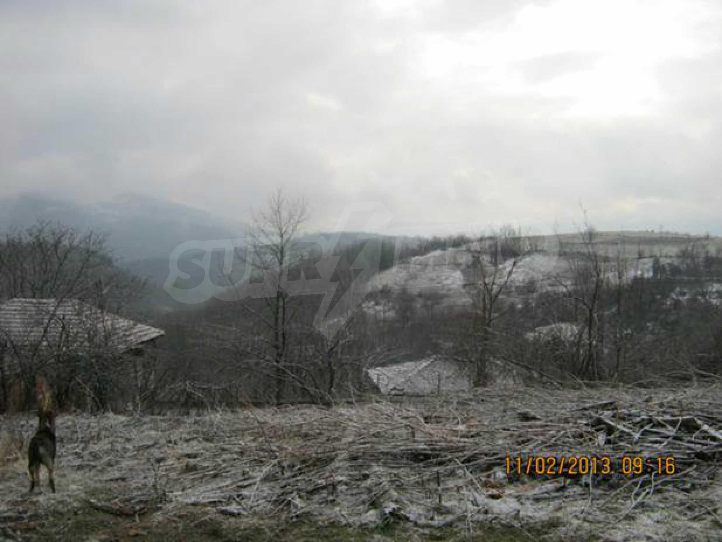 A plot of land with wonderful mountain views near Elena 1