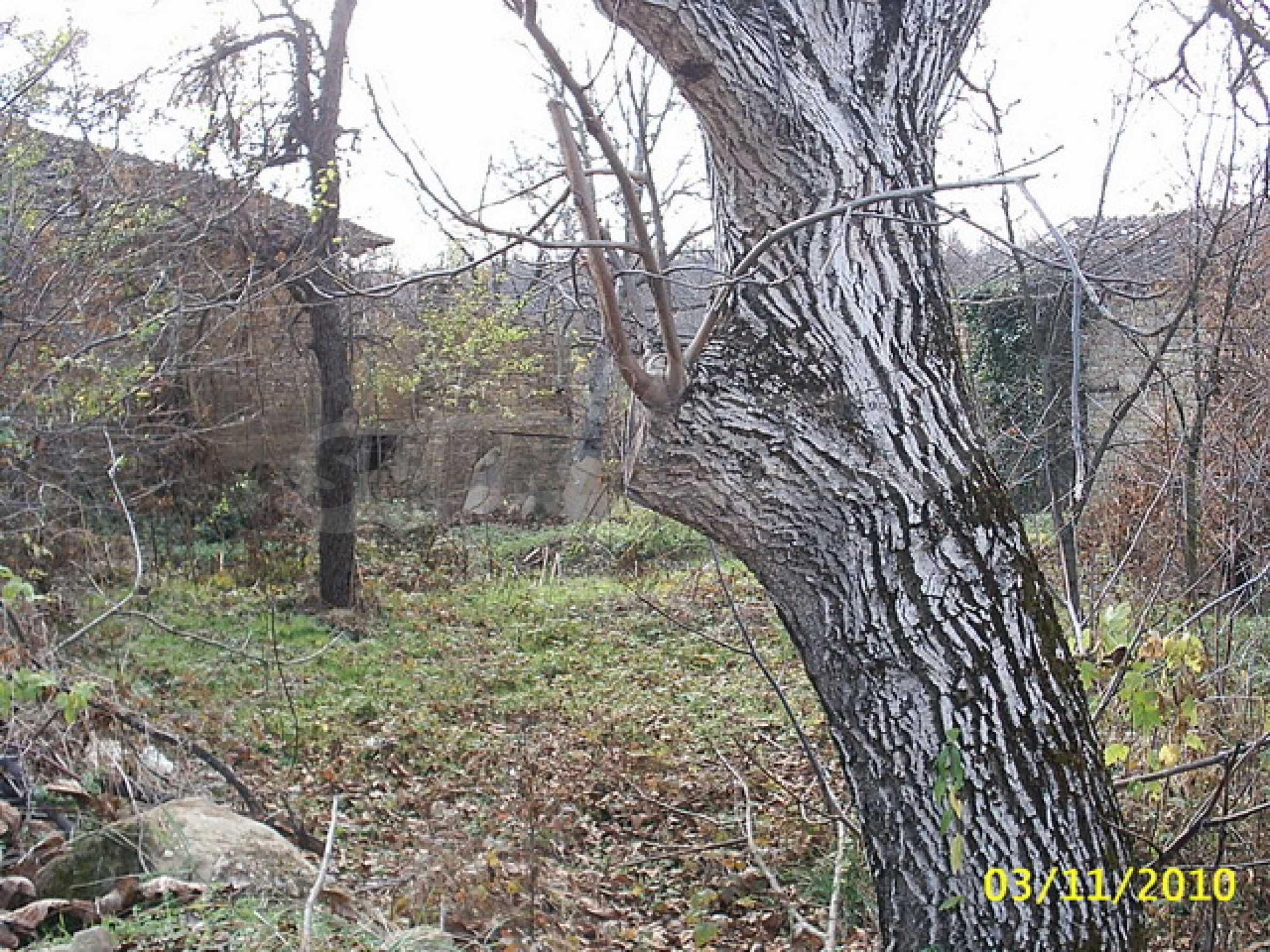 Каменна двуетажна къща  12