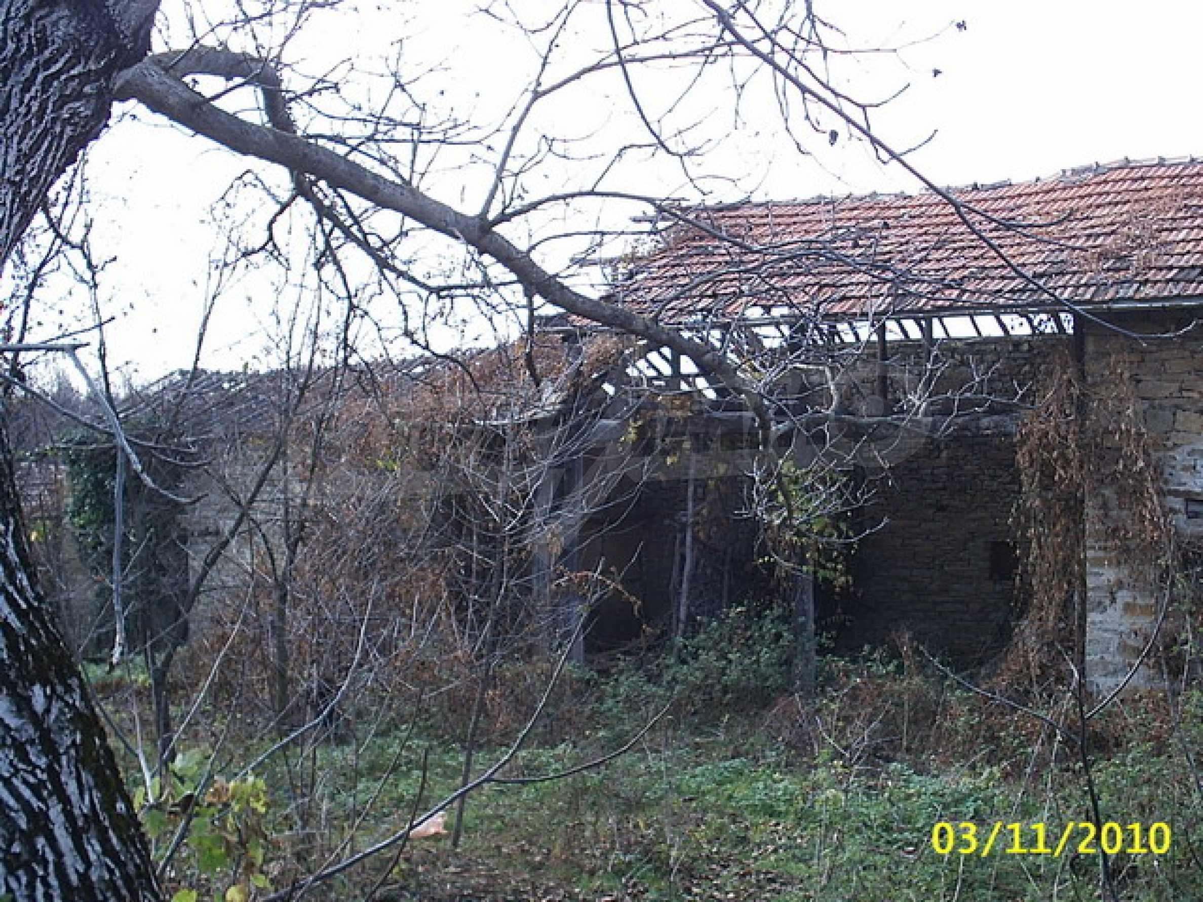 Каменна двуетажна къща  13
