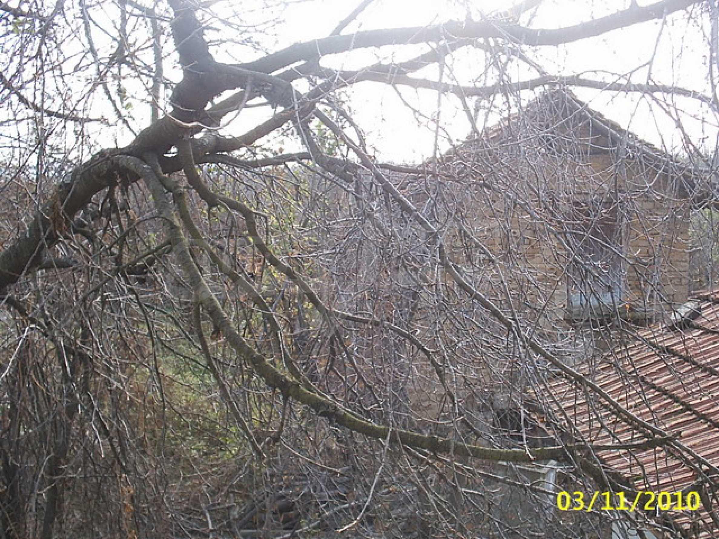 Каменна двуетажна къща  14