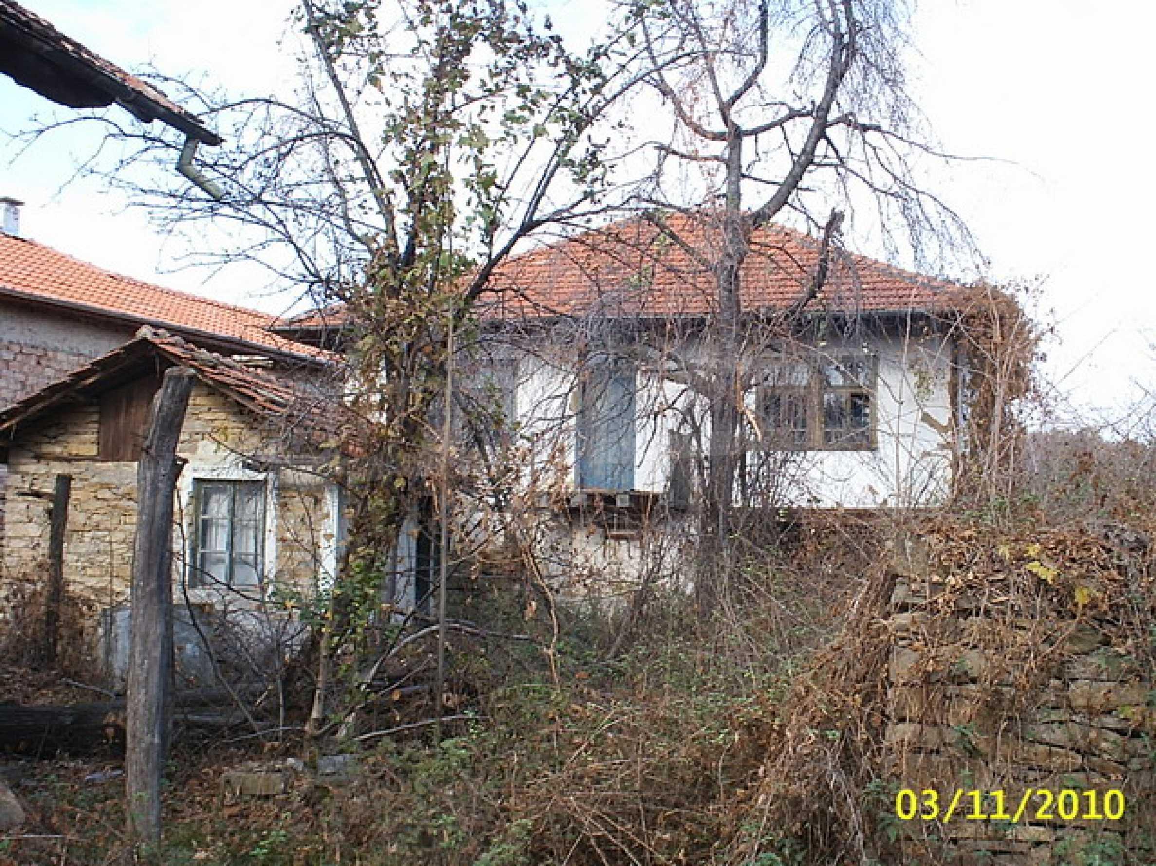 Каменна двуетажна къща  15