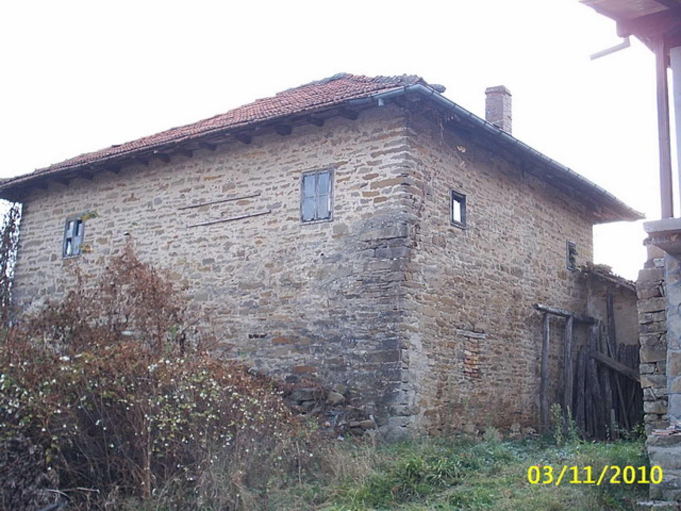 Каменна двуетажна къща  1