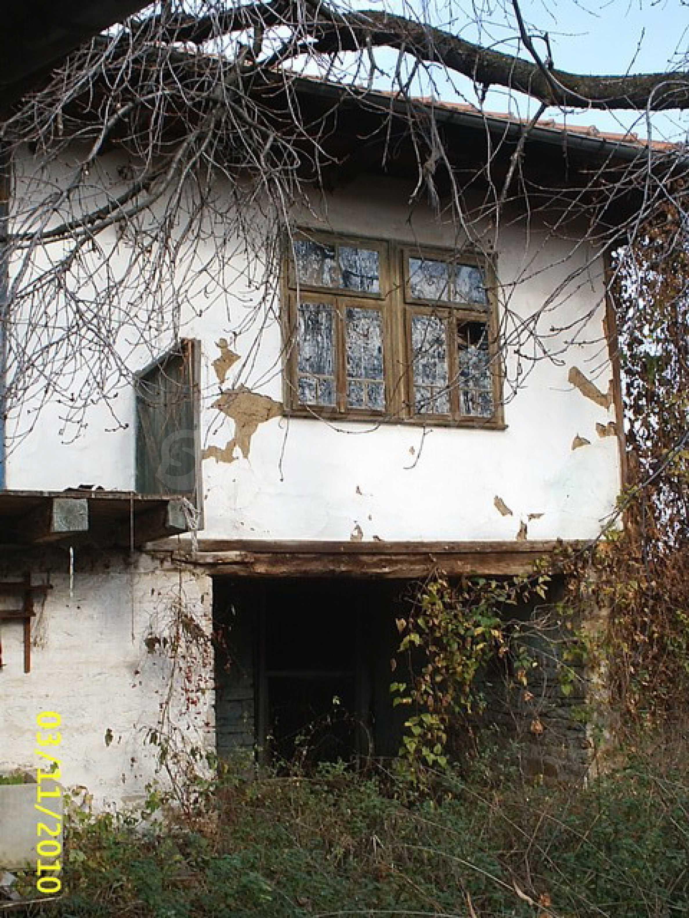Каменна двуетажна къща  3