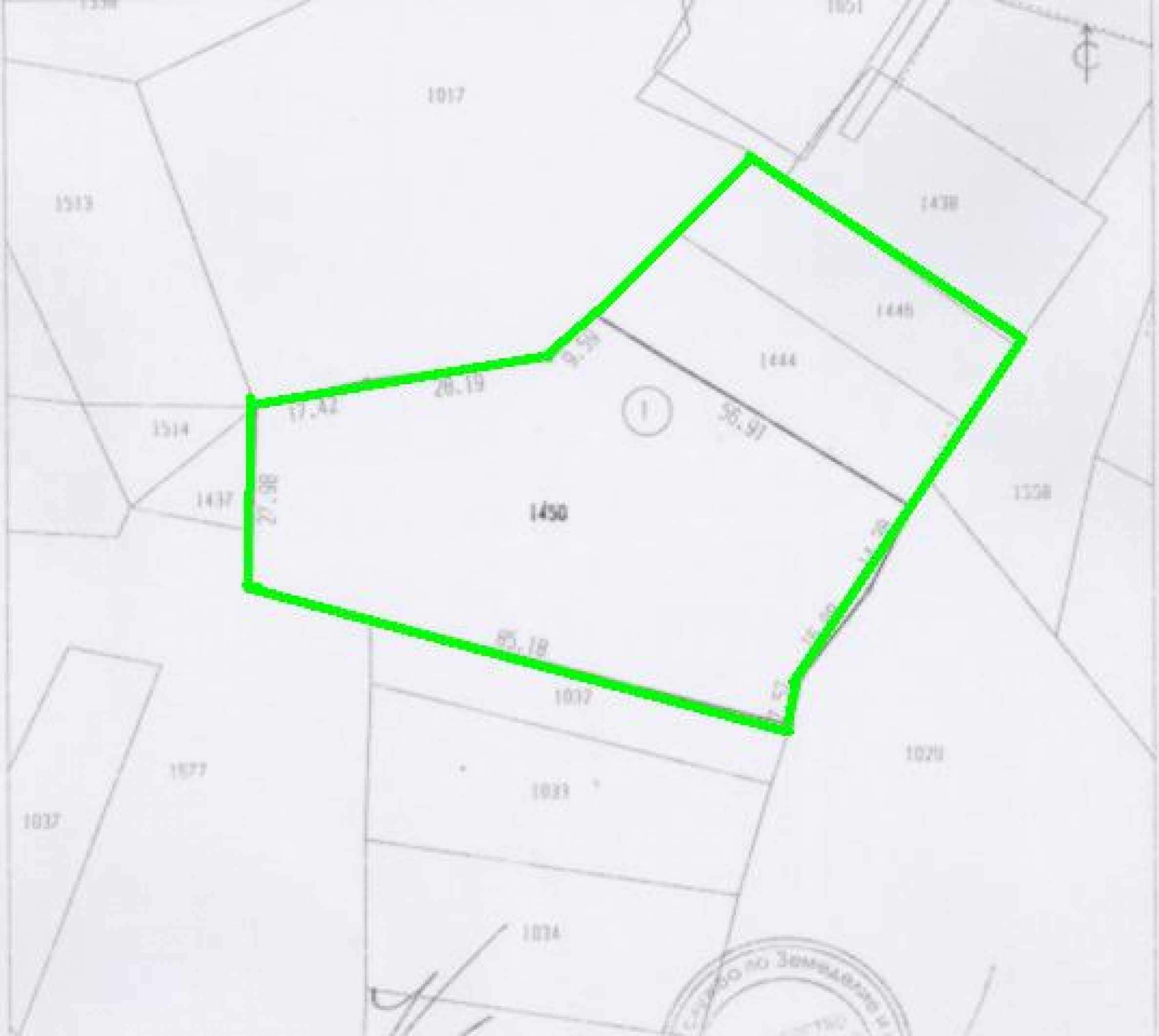 Drei benachbarte Grundstücke in Rudartsi 18