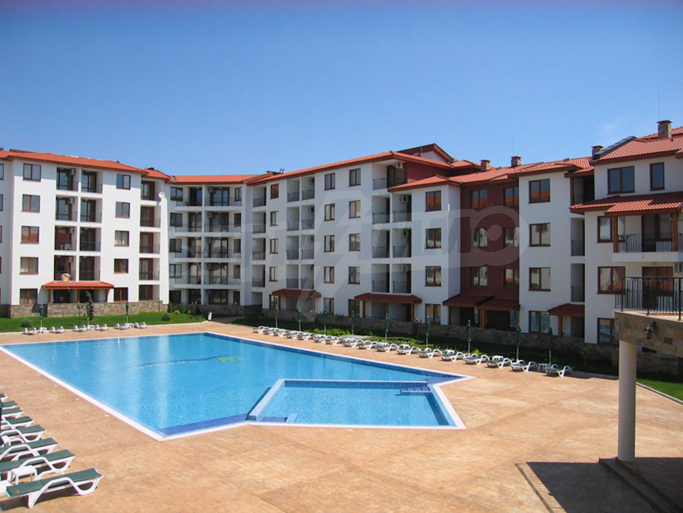 Comfortable apartment in a complex with pool 200 meters from the beach 1