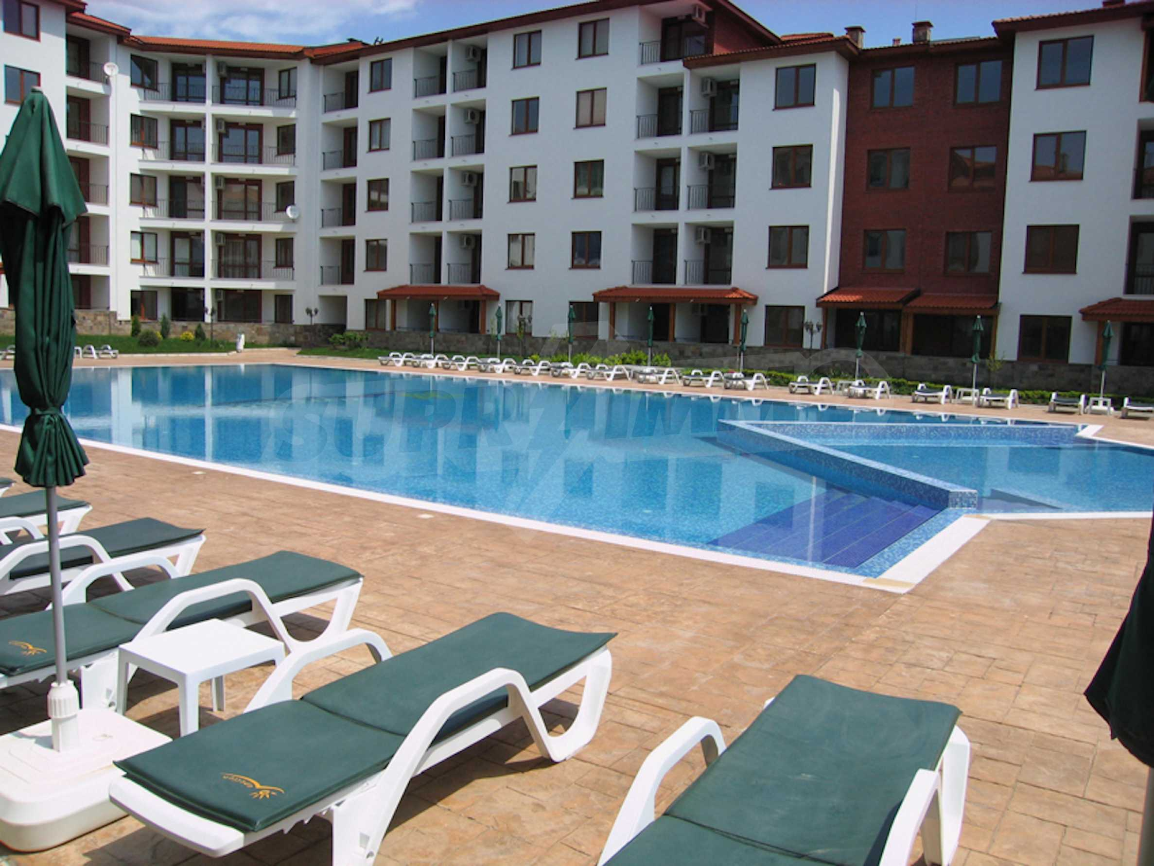 Comfortable apartment in a complex with pool 200 meters from the beach 2