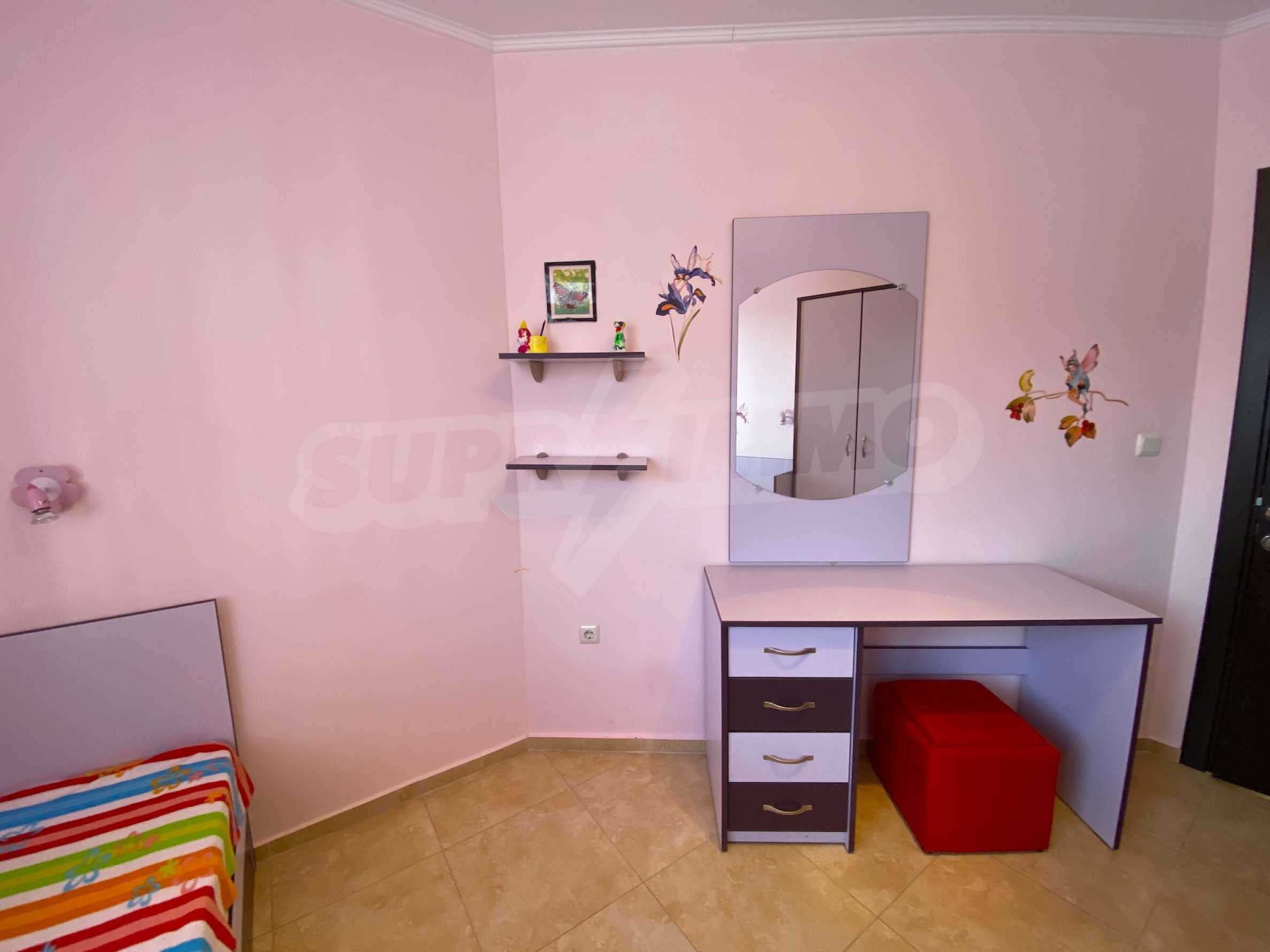 Comfortable apartment in a complex with pool 200 meters from the beach 12