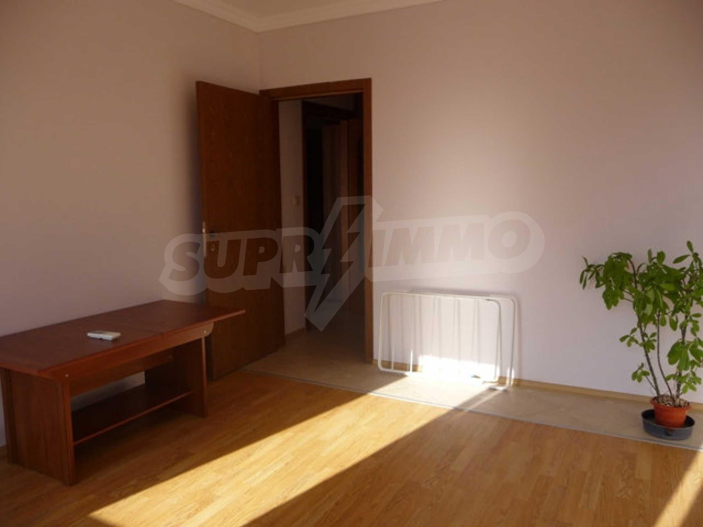 Zwei-Zimmer-Wohnung in Varna 12